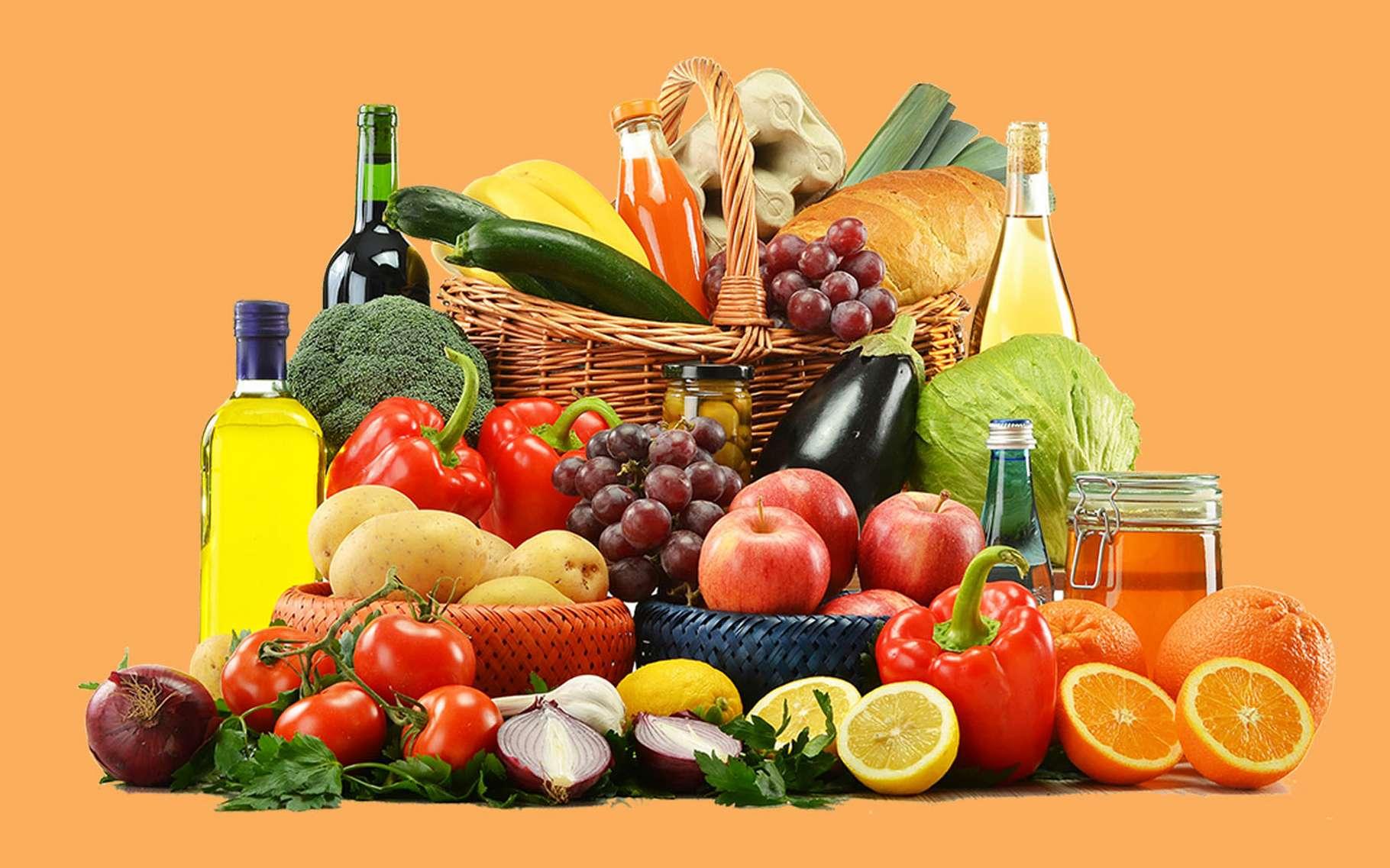 L'organisme ne peut pas synthétiser les vitamines, elles sont obligatoirement apportées par une alimentation saine et variée. Les aliments végétaux en sont riches, mais les produits animaux ne sont pas en reste. Chaque aliment a une composition et une teneur en vitamine différente.© Maja7777, Pixabay, DP