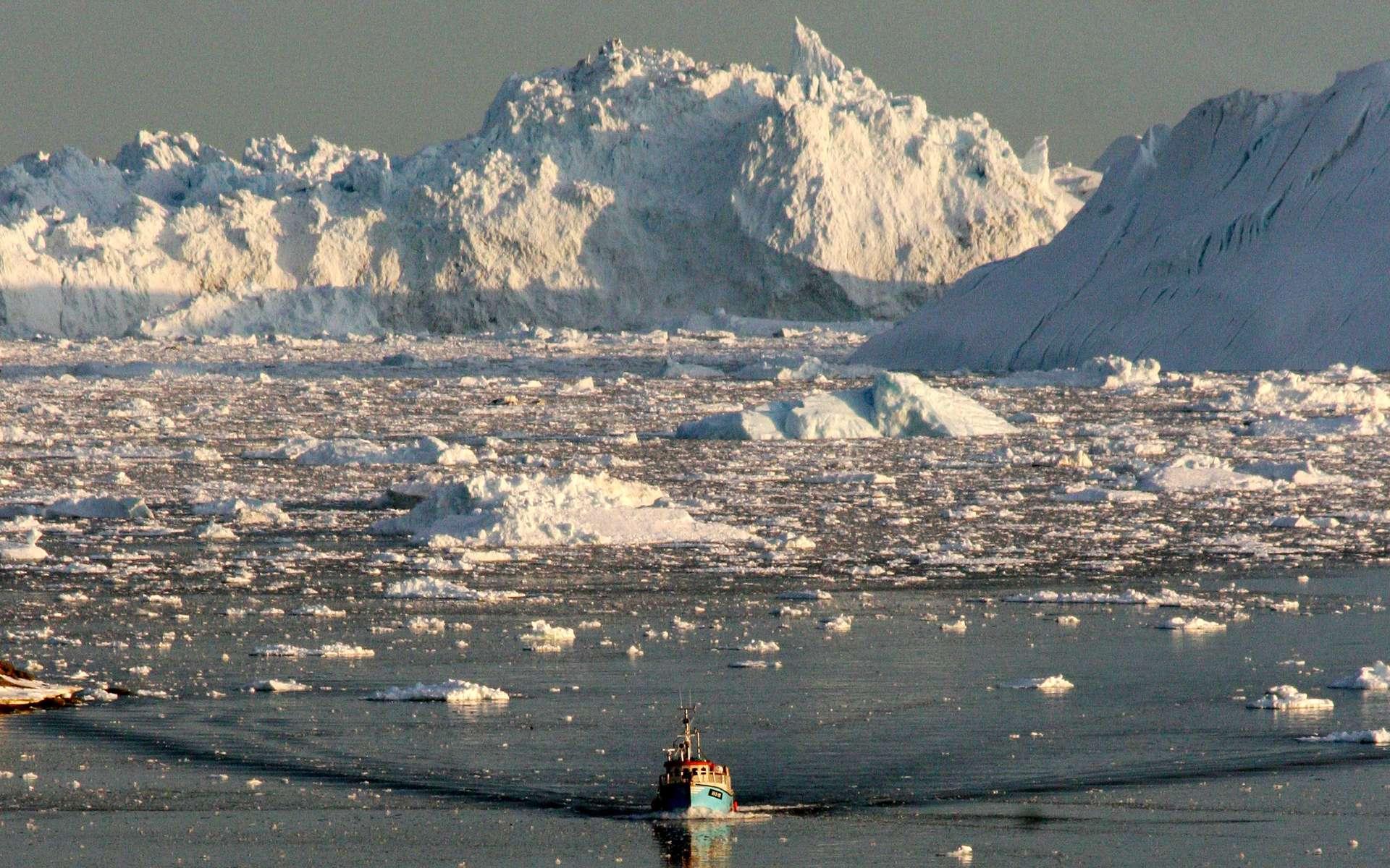 La fonte de la couche de glace du Groenland est désormais à l'origine de 25 % de la hausse du niveau des océans, contre 5 % il y a 20 ans. © Steen Ulrik Johannessen, AFP Photo