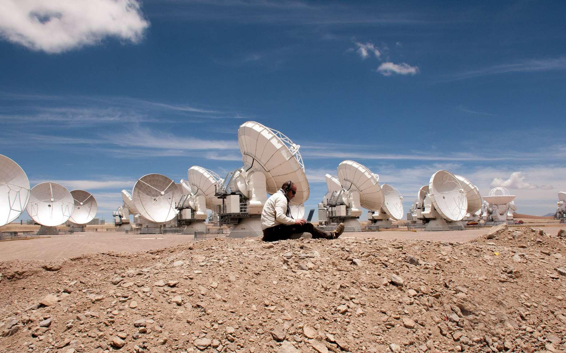 Une partie des antennes de l'observatoire Alma de l'ESO, situé à plus de 5.000 mètres d'altitude dans le désert d'Atacama, au Chili. © Rémy Decourt