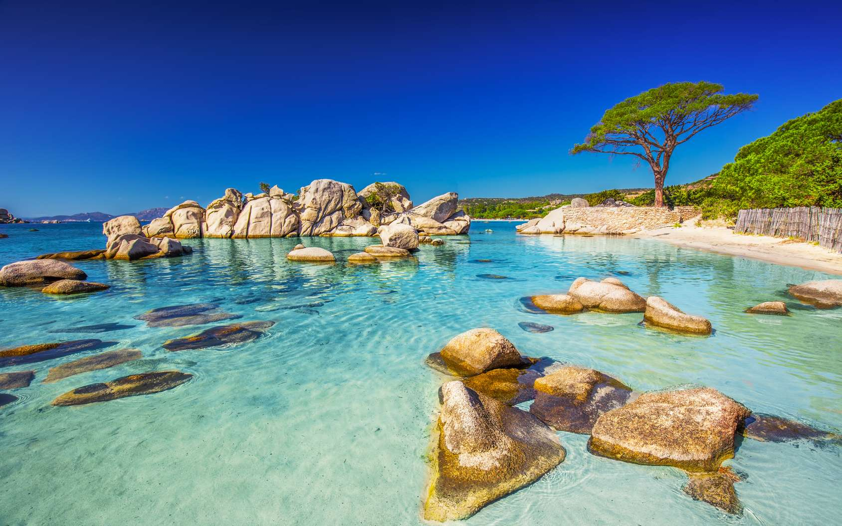 Où faire de la plongée en France ? Ici, la plage de Palombaggia, en Corse. © gevisions, Fotolia