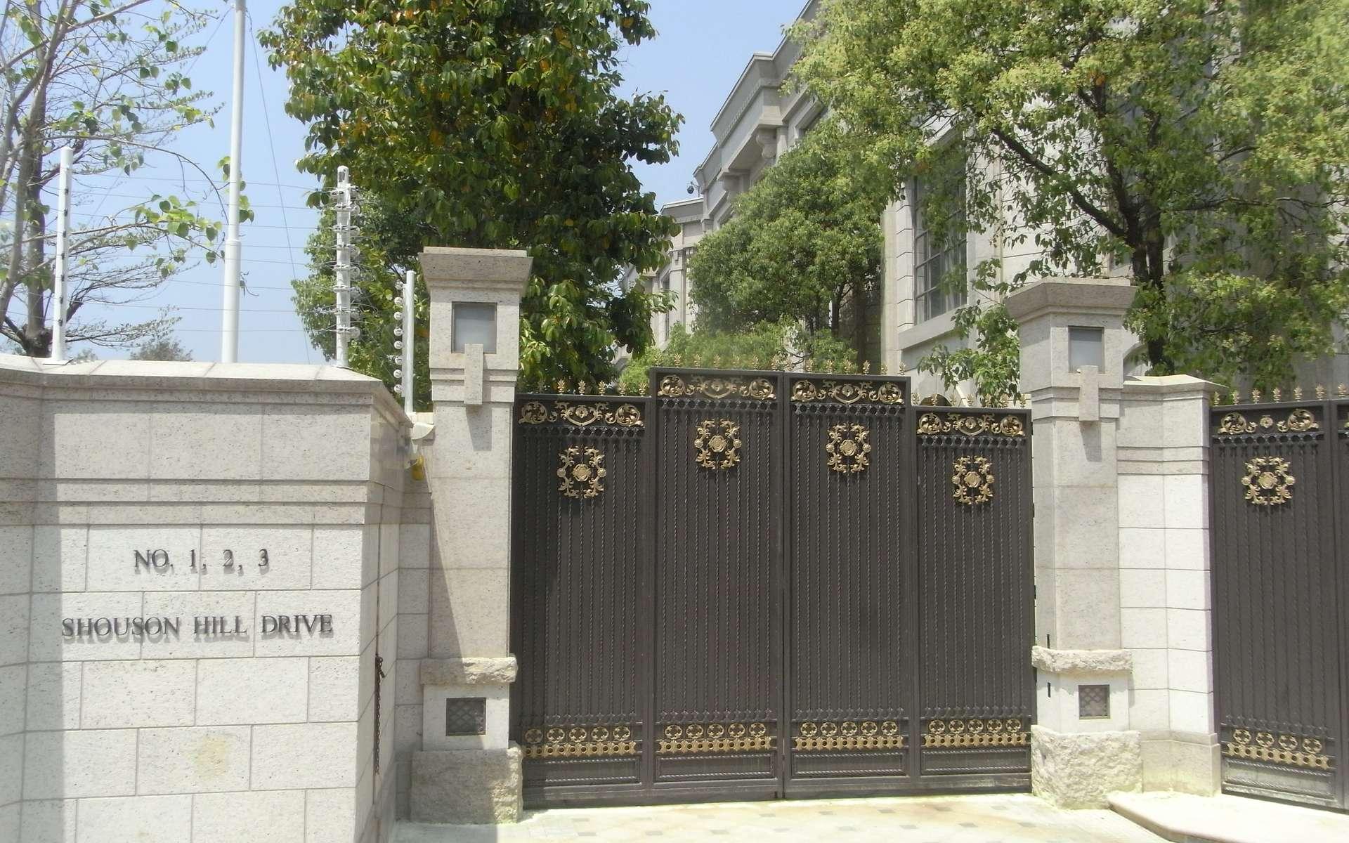 La pose d'un portail coulissant nécessite quelques précautions. © Ngan Lui-Lau 2011, Wikimedia CC-BY-SA-3.0