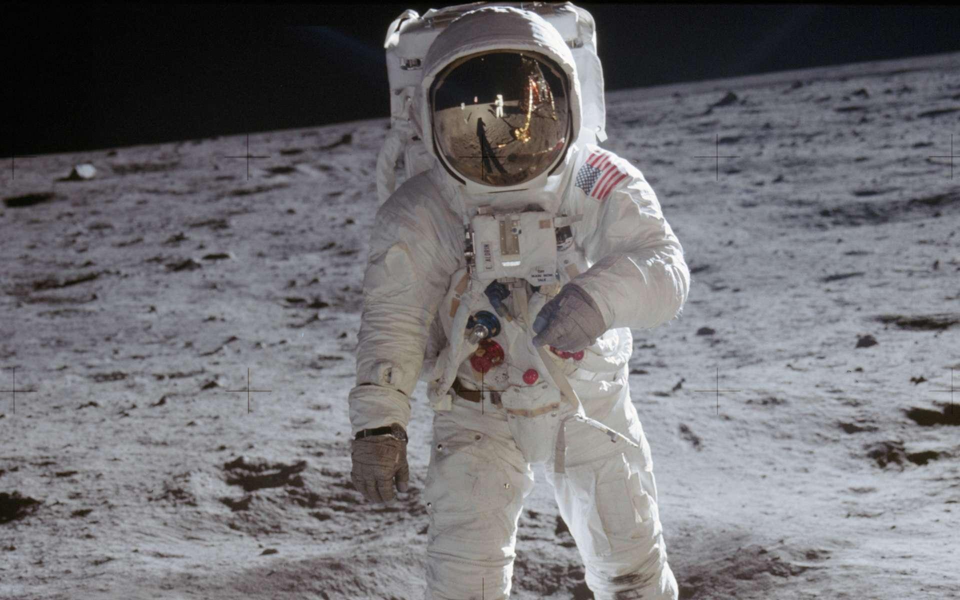 Une des photos les plus célèbres de la mission Apollo 11. Buzz Aldrin photographié par Neil Armstong. © Nasa