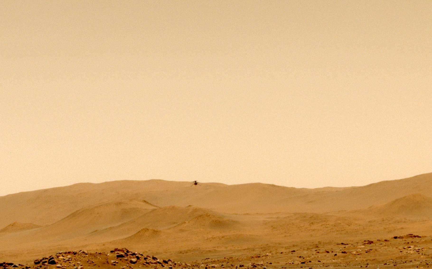 Ici, Ingenuity lors de son cinquième vol sur Mars. Une image capturée le 7 mai 2021 par le rover Perseverance. © Nasa, JPL-Caltech