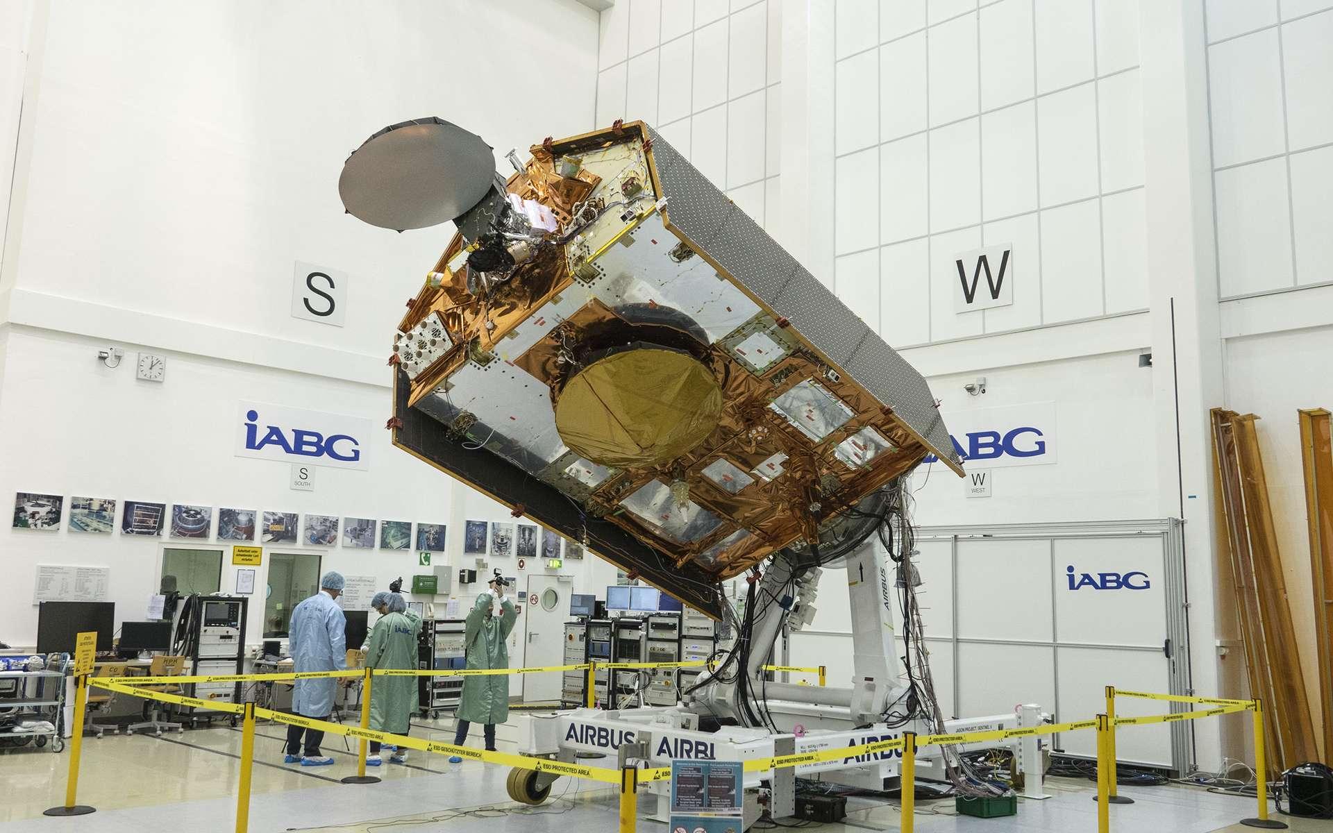 Le satellite Sentinel 6 dans les installations d'essais d'IABG en Allemagne. © Rémy Decourt