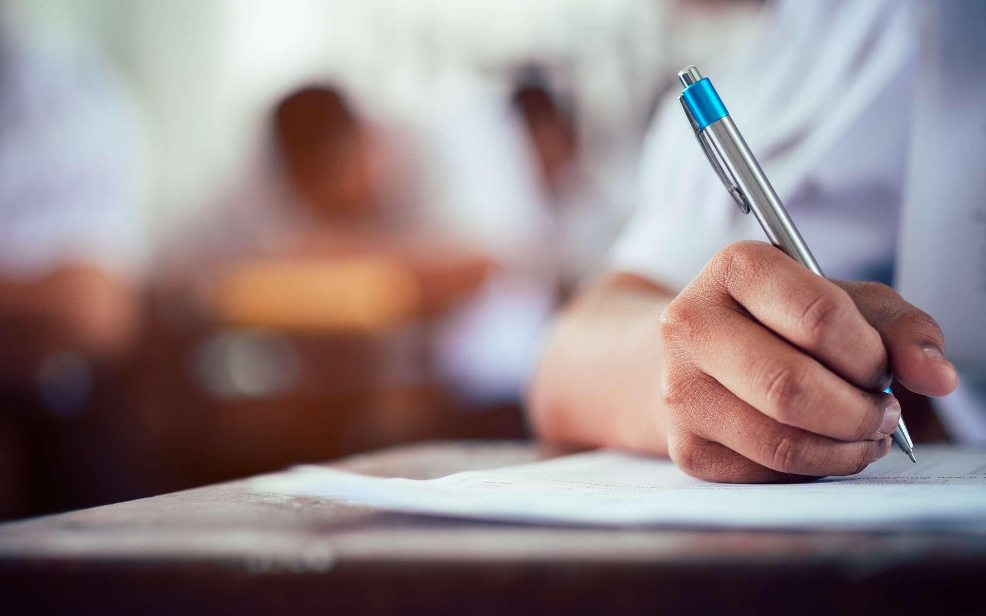 Avec la digitalisation des épreuves, plus de crayon ni de papier pour passer un concours d'entrée dans une Grande École. © Arrowsmith2, Abode Stock