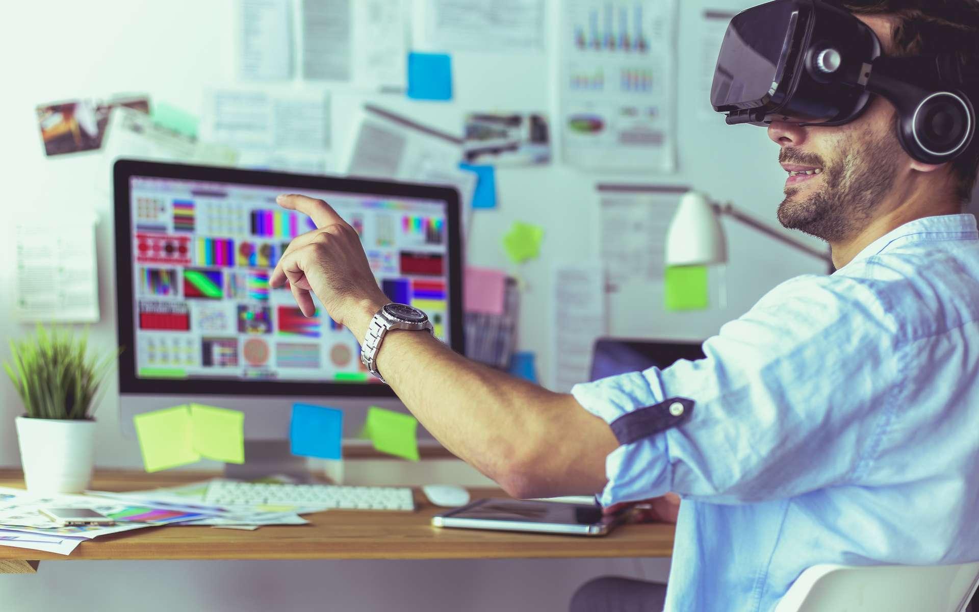 Le concepteur de jeux vidéo teste son produit une fois que celui-ci est bien avancé. Le jeu en réseau et la réalité virtuelle sont appréciés par les joueurs qui sont en quête d'immersion. © s_l, Adobe Stock.