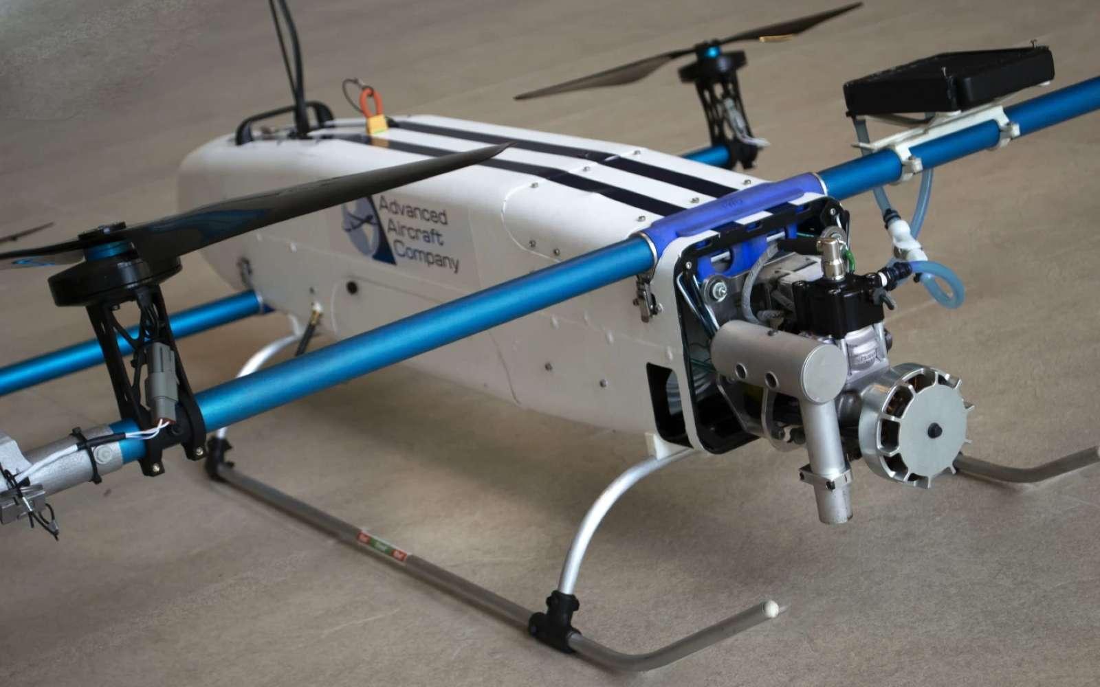Le Hamr est doté de quatre moteurs électriques sur une poutre à l'arrière et deux à l'avant. Ils sont alimentés par un générateur thermique. © Advanced Aircraft Company