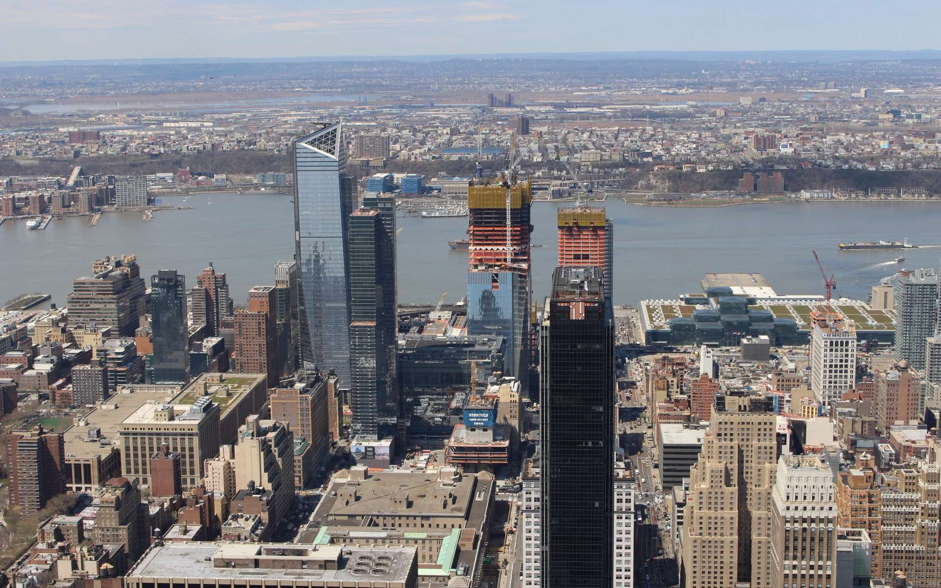 Tours, aéroport, musées... Les grands projets architecturaux de 2019. Ici, le projet Hudson Yards, à New York, vu de l'Empire State Building © Becker747400, Wikimedia Commons, CC by-sa 4.0