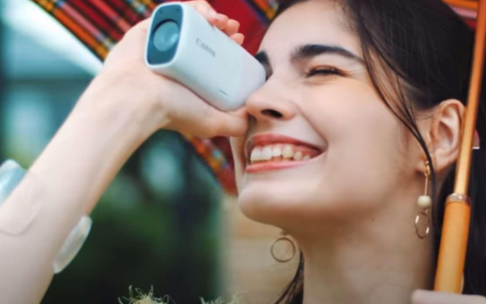 Le PowerShot est un mini téléobjectif permettant de servir à la fois de longue vue, de caméra, ou d'appareil photo. © Canon