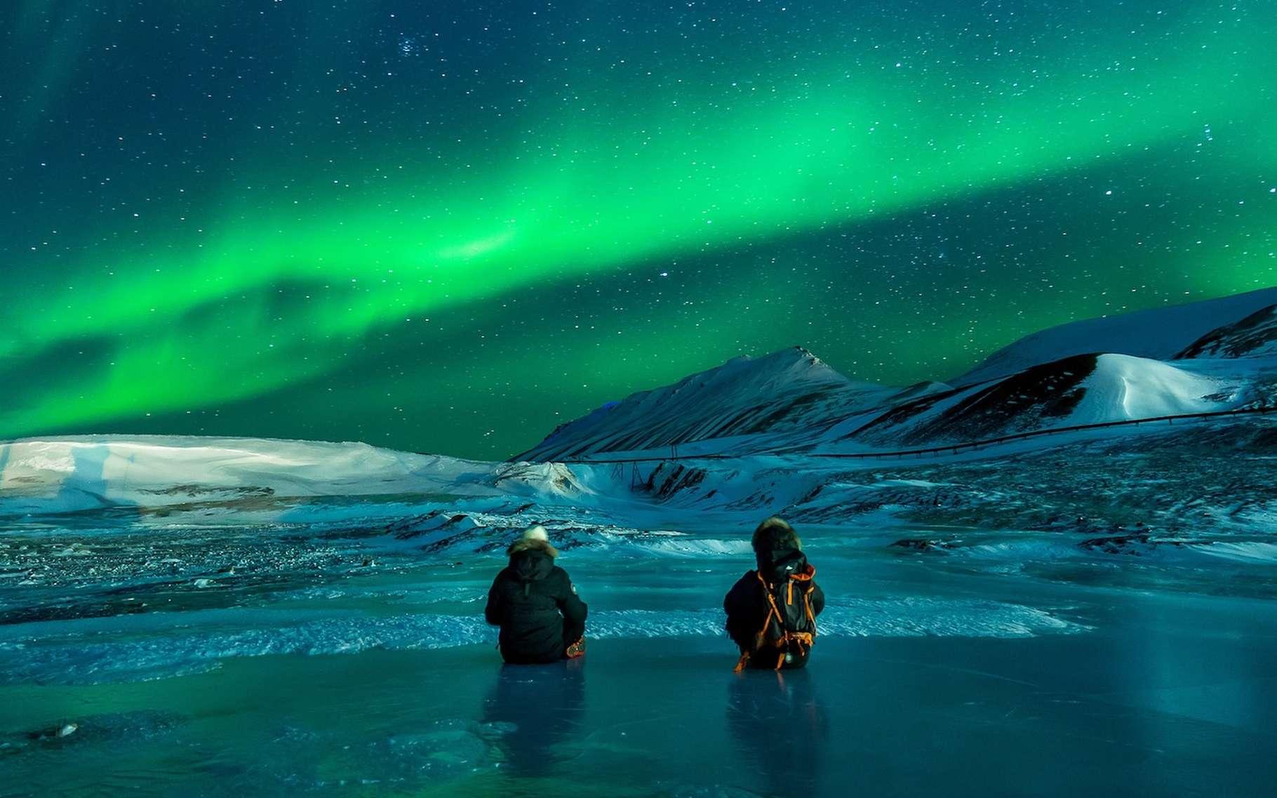 Pour se donner les meilleures chances d'observer des aurores boréales, mieux vaut se déplacer au-delà du cercle polaire. © Noel_Bauza, Pixabay, CC0 Creative Commons