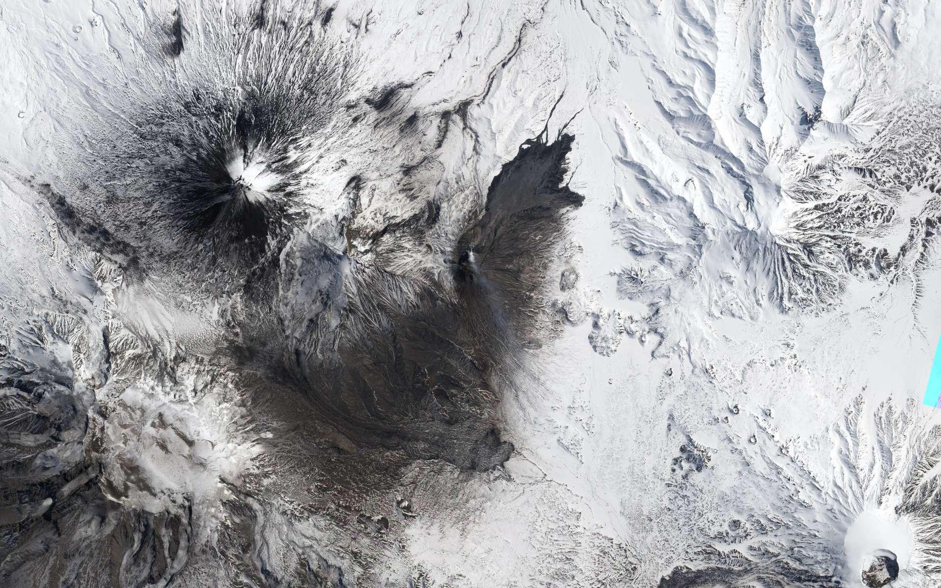 Le volcan Bezymianny, dans la péninsule du Kamchatka. © Nasa Earth Observatory