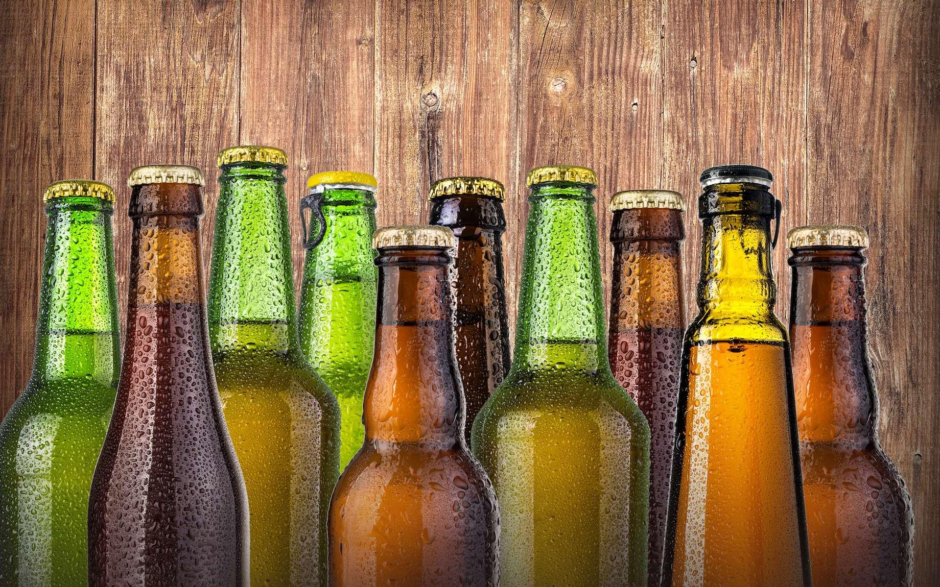 Pourquoi les bouteilles de bière ont-elles différentes couleurs ? © AlenKadr, fotolia