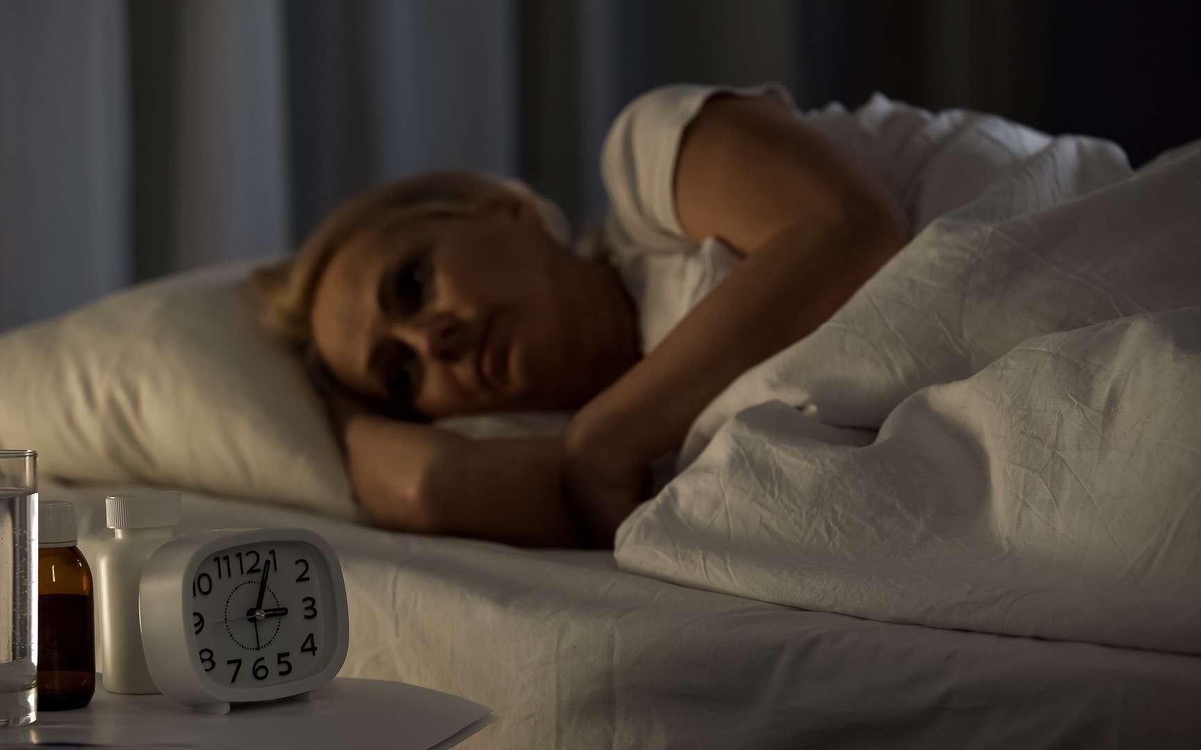 Ne pas assez dormir nuit au cerveau et est associé à un risque accru de démence. © motortion, Adobe stock