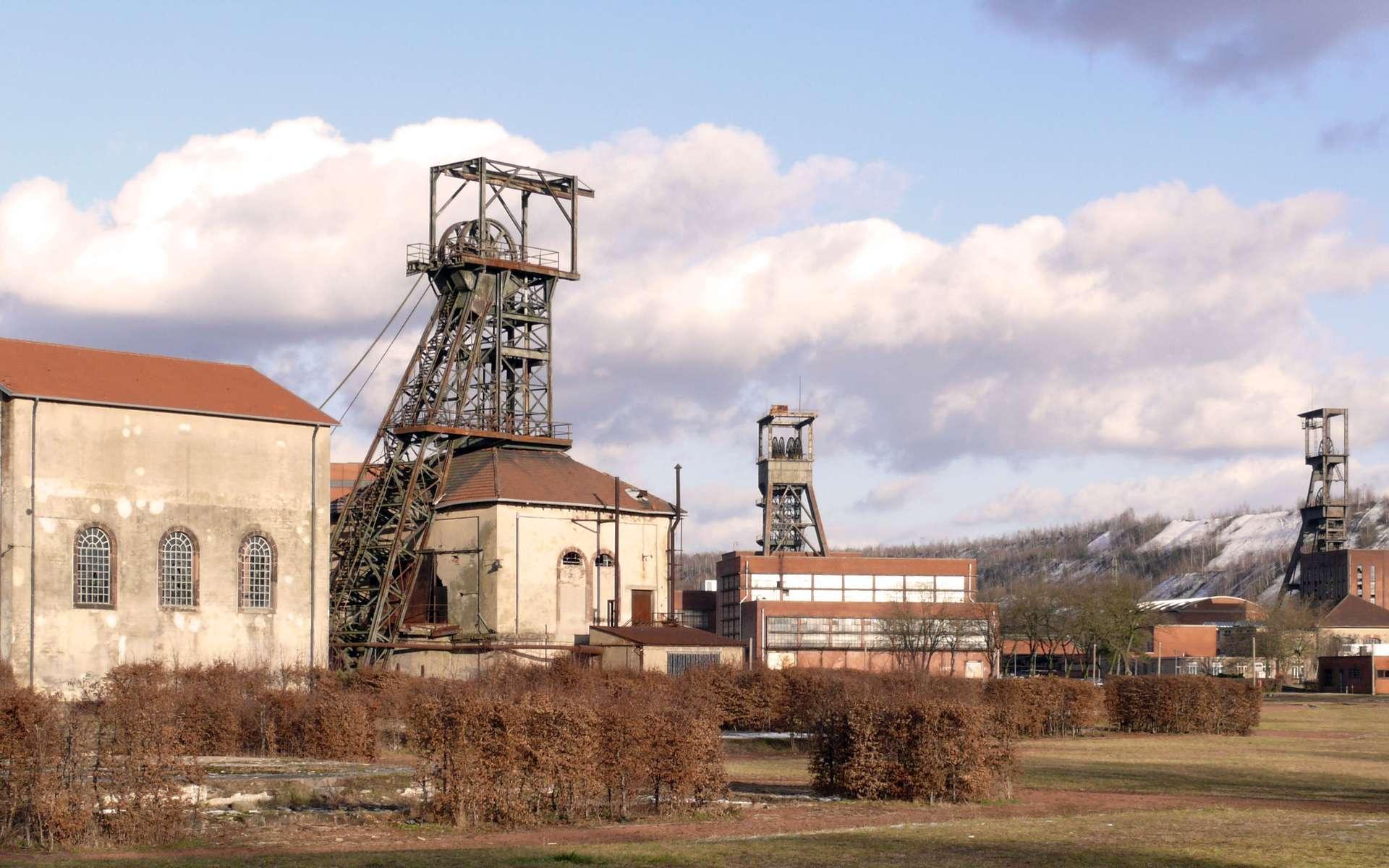 Le carreau Wendel, une ancienne mine de charbon à Petite-Rosselle en Lorraine. Aujourd'hui, le site abrite un musée qui immortalise l'exploitation du minerai. Ces gisements connaîtront-ils une seconde vie avec le gaz de houille ? © Jakob65 / Flickr - Licence Creative Commons (by-nc-sa 2.0)
