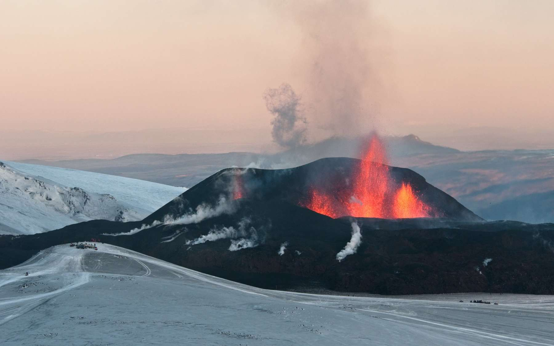 L'Eyjafjallajökull, volcan islandais, a engendré des orages volcaniques lors de son éruption en mars 2010. © David Karnå, licence Creative Commons Attribution 3.0