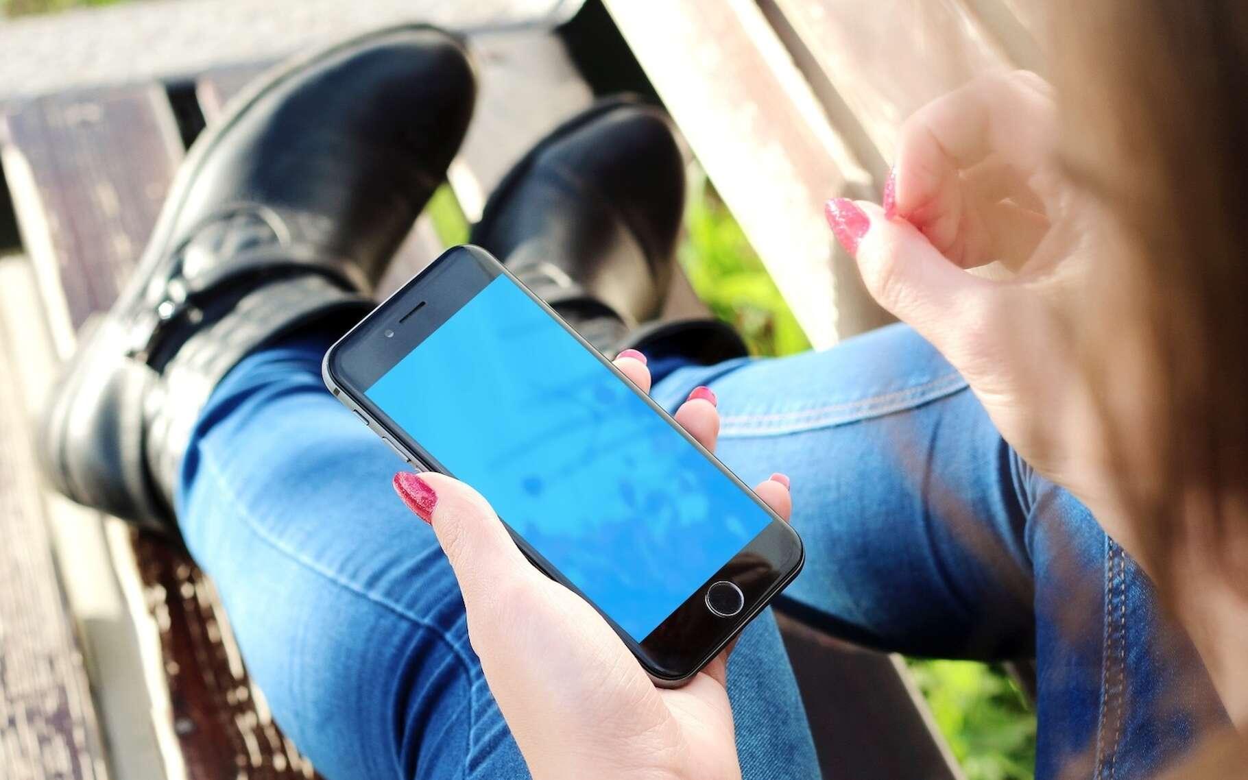 Selon des chercheurs de l'université de l'État de Pennsylvanie (États-Unis), les gens qui utilisent des appareils électroniques, tels que les smartphones ou les tablettes, peuvent avoir du mal à comprendre les informations scientifiques. © JESHOOTS-com, Pixabay License