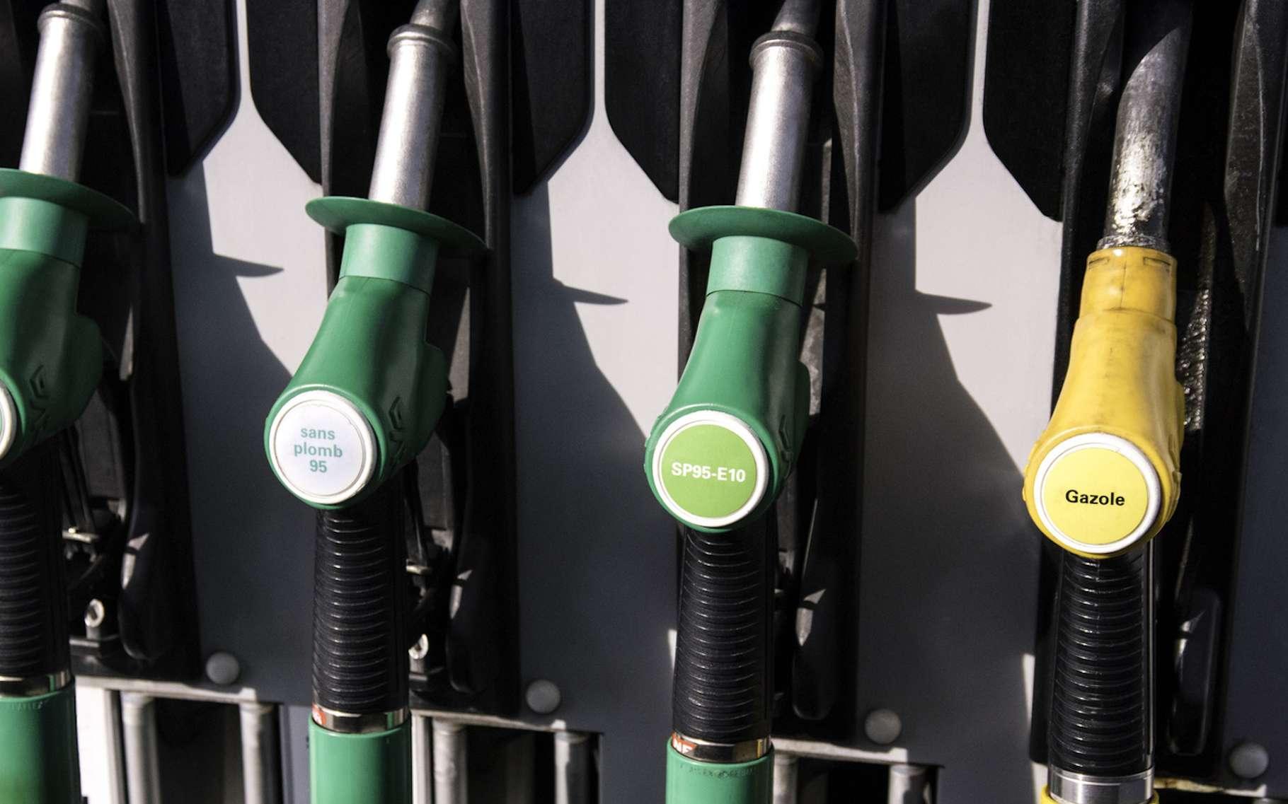 Le benzène est un hydrocarbure aromatique qui entre dans la composition de l'essence sans plomb afin d'en augmenter l'indice d'octane. © delkro, Fotolia