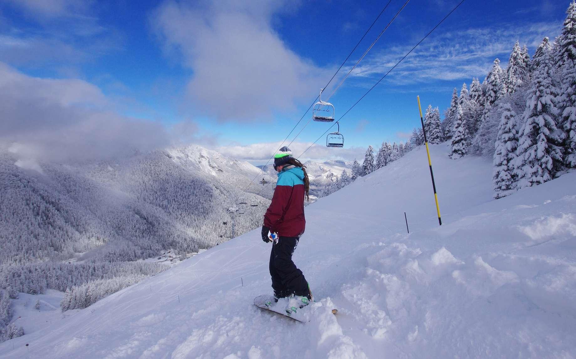 Des stations de ski dans le Massif central proposent la gamme complète des activités de sports d'hiver aux visiteurs. © minicel73, fotolia