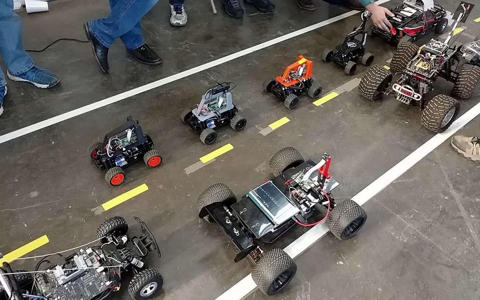 IronCar, le premier championnat de mini-voitures autonomes, arrive en France. Les voitures autonomes miniatures sont conçues sur la base de modèles réduits télécommandés achetés dans le commerce et modifiés. © DIY Robocars