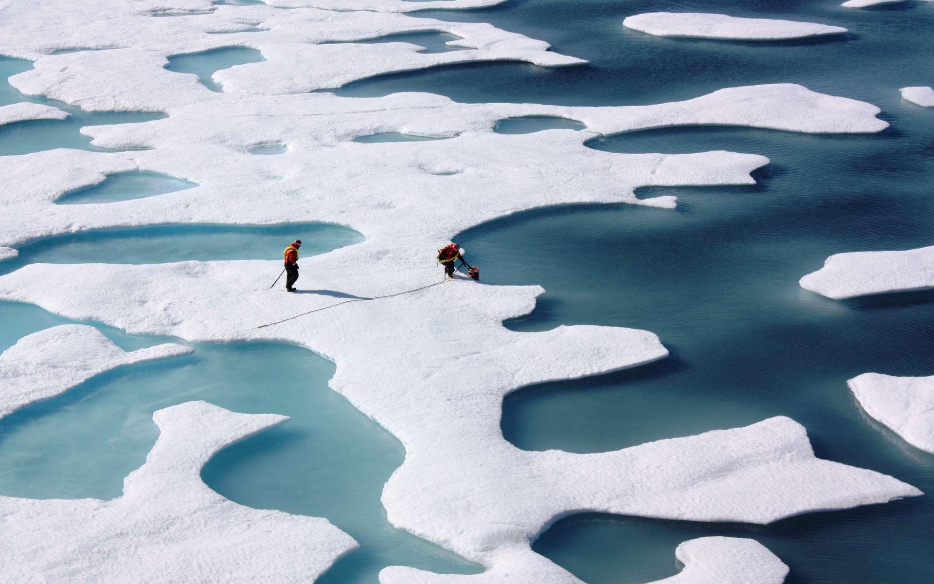 En Arctique, les scientifiques étudient la fonte des glaces. Le phénomène influe sur la rotation de la Terre. © Nasa