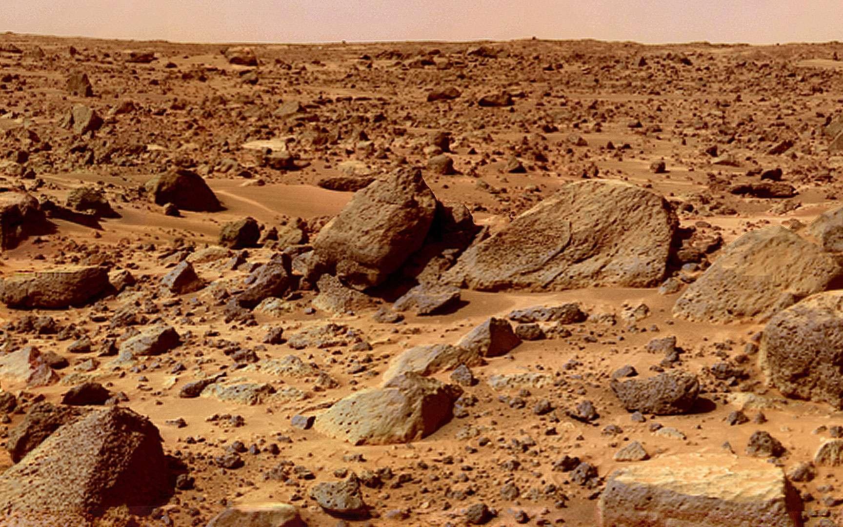 Opportunity. Image prise à l'intérieur du cratère Endurance par le robot Opportunity le 19 août 2004 (sol 208).