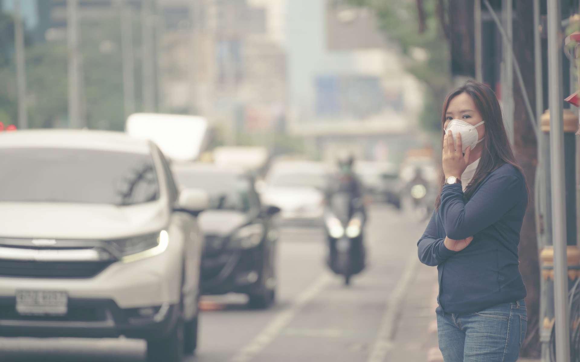 Chez la femme, l'exposition à une concentration élevée de particules fines dans l'air jouerait sur la durée de la phase folliculaire du cycle. © anankkml, Adobe Stock
