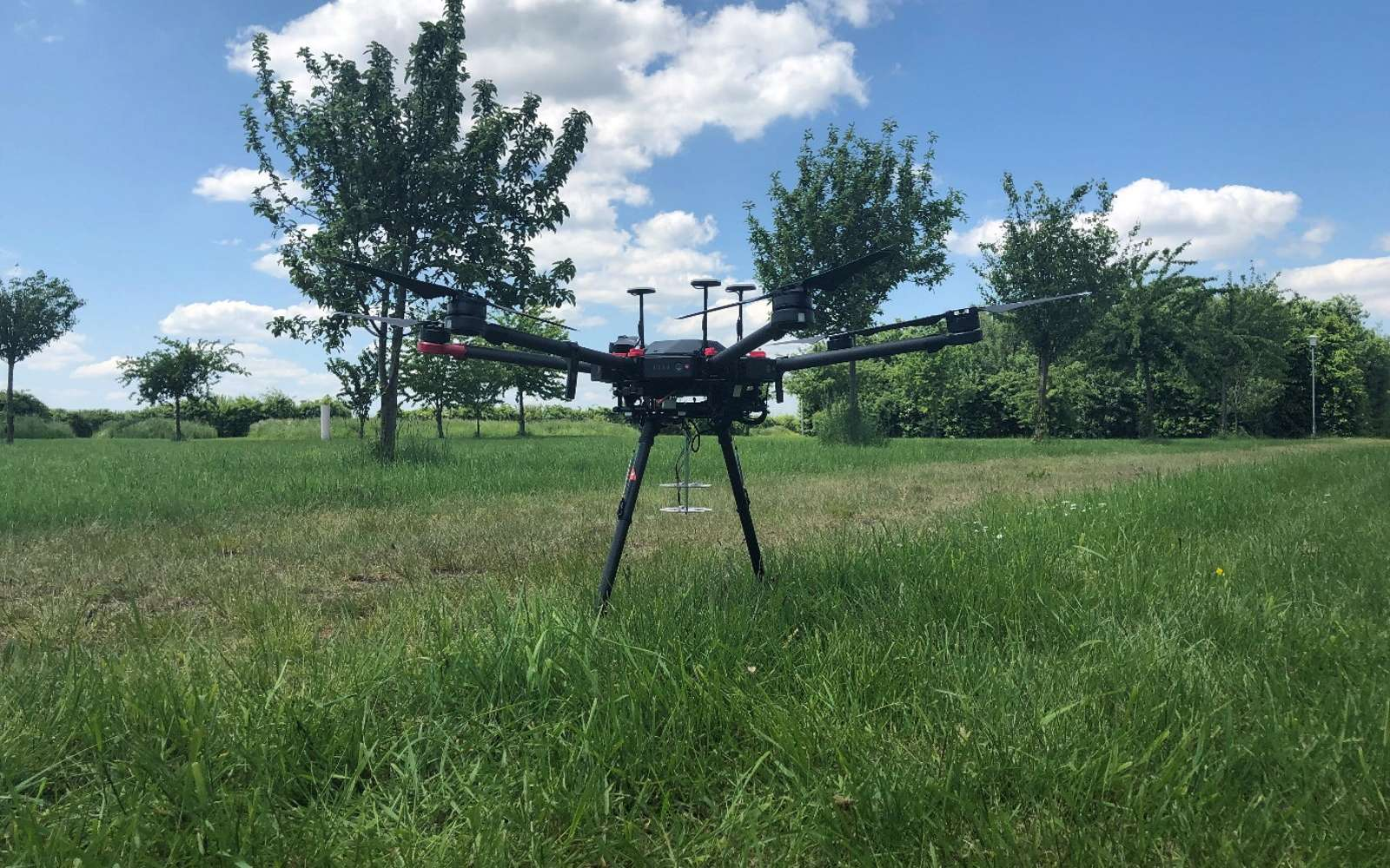 Ce drone équipé de microphones peut repérer les cris des personnes en détresse. © Institut Fraunhofer FKIE