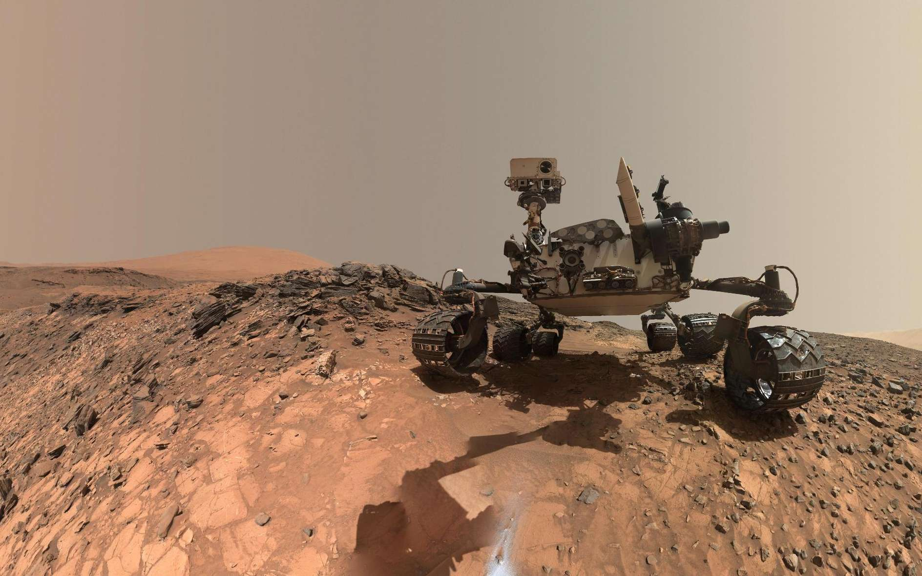 Un autoportrait réalisé par traitement de l'image sur ordinateur du rover Curiosity sur Mars à partir de photos qu'il a prises. © Nasa, JPL-Caltech, MSSS