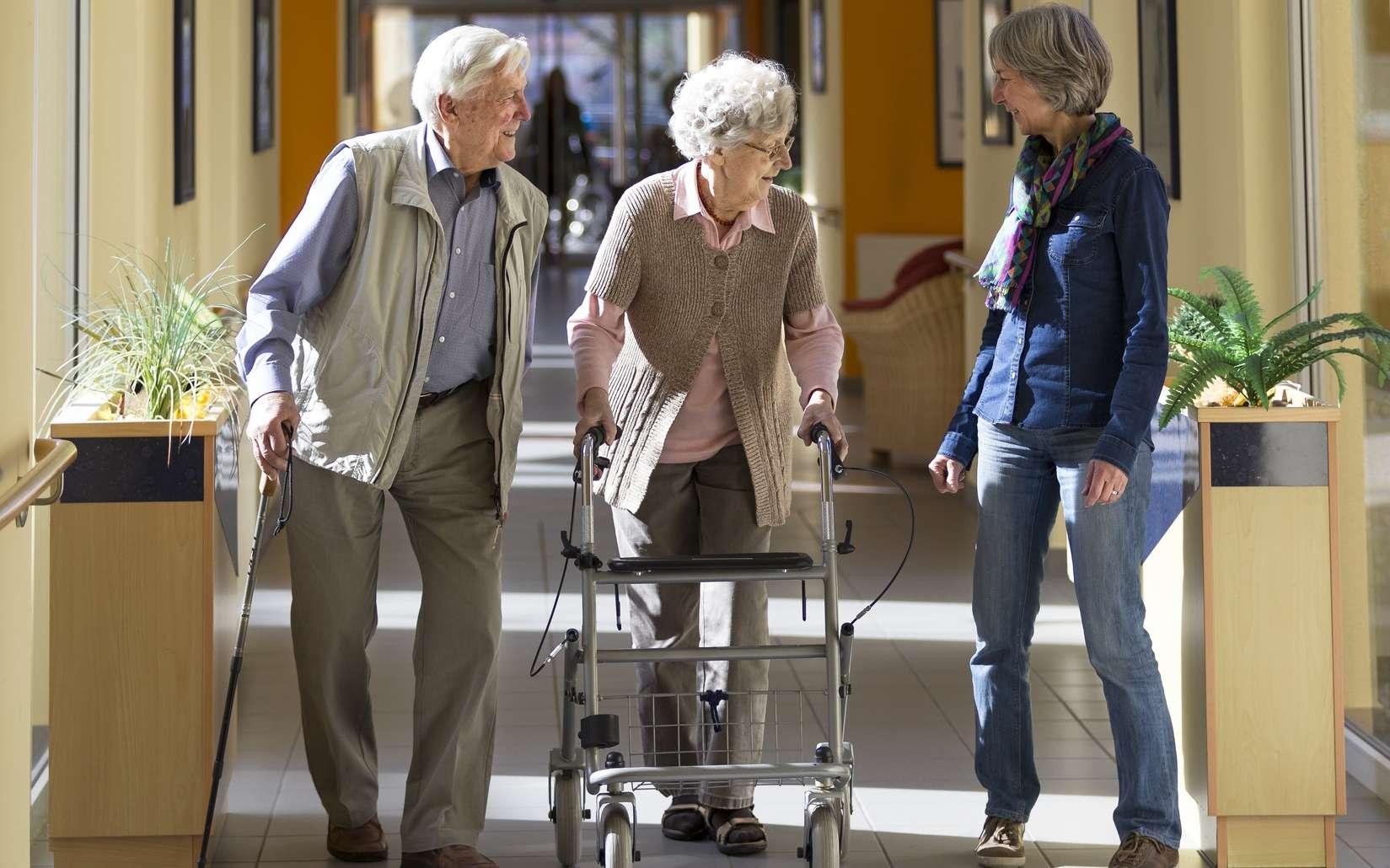 Le choix d'une maison de retraite ou d'une résidence senior dépend de l'autonomie de la personne âgée. © lettas, Fotolia