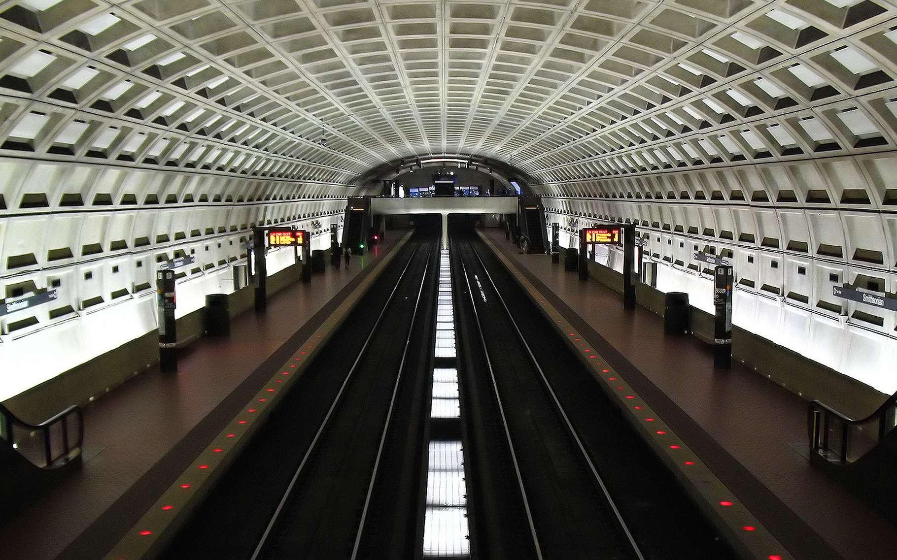 Le magnifique plafond elliptique d'un quai de métro. © Phil King, Flickr, CC by-nc 2.0