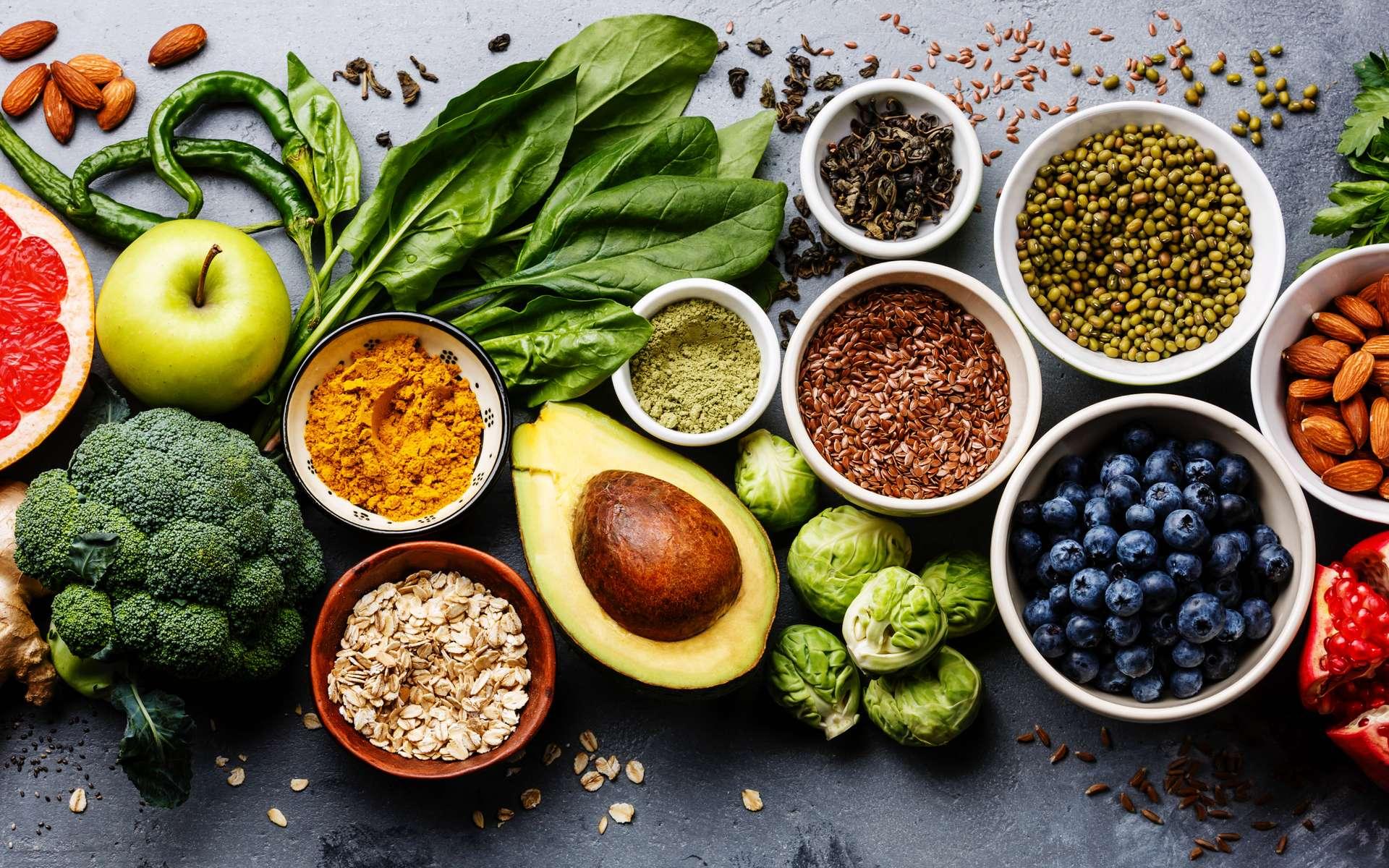 Pour manger mieux, il faut privilégier les aliments frais et bruts plutôt que des plat industriels ultra-transformés. © Natalia Lisovskaya, Adobe Stock