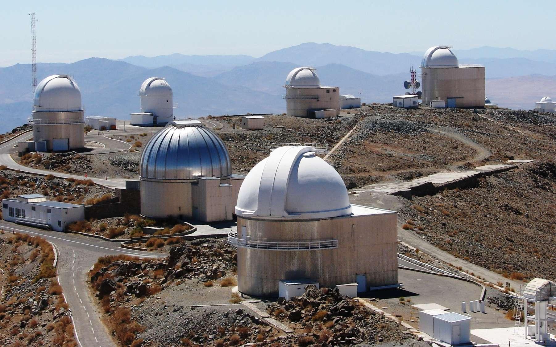 L'étoile Wolf 1061 a été étudiée avec le spectrographe Harps du télescope de 3,6 m de l'Observatoire européen austral à La Silla, au Chili. C'est cet instrument qui a permis de découvrir la superterre potentiellement habitable la plus proche connue à ce jour. © Eso