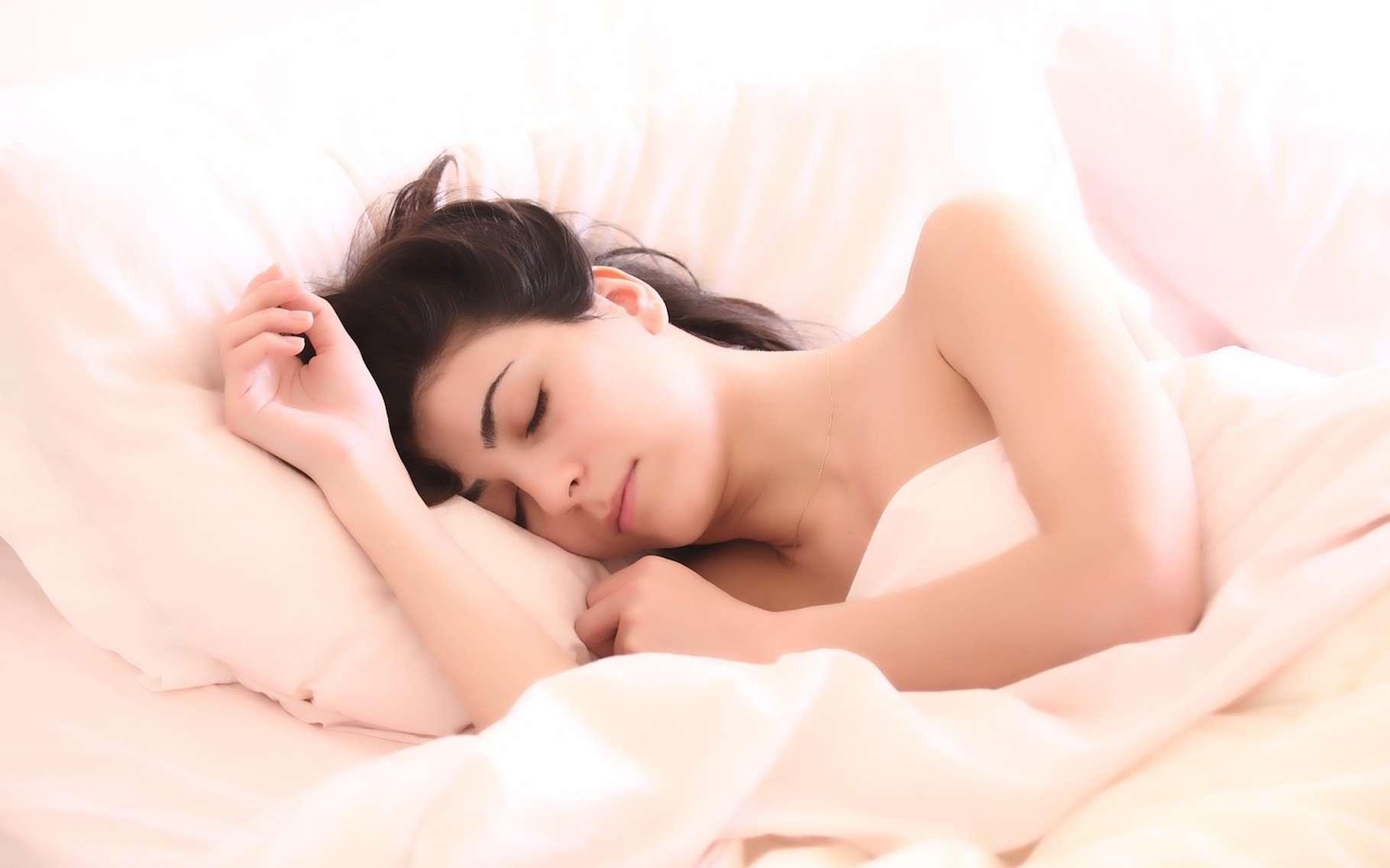 Bien dormir, c'est essentiel pour la santé. Et aujourd'hui, les objets connectés peuvent nous aider à trouver un repos réparateur. © C_Scott, Pixabay, CC0 Creative Commons