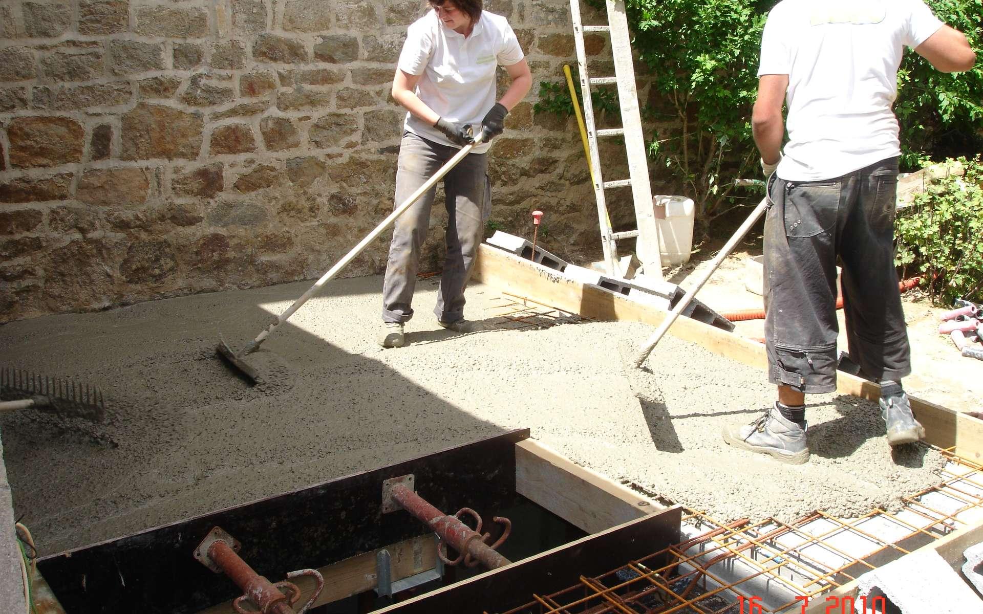 Le dallage sur terre-plein en béton sert de plancher. © Cedriccabioch, CC BY-SA 3.0, Wikimedia Commons