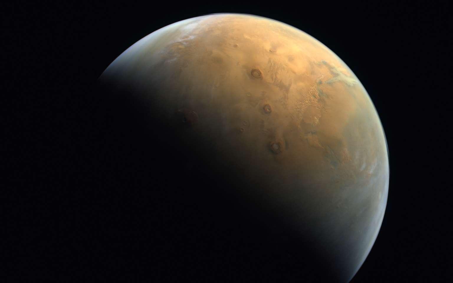 Première photo de Mars prise par la sonde Hope des Émirats arabes unis. © MRSBC
