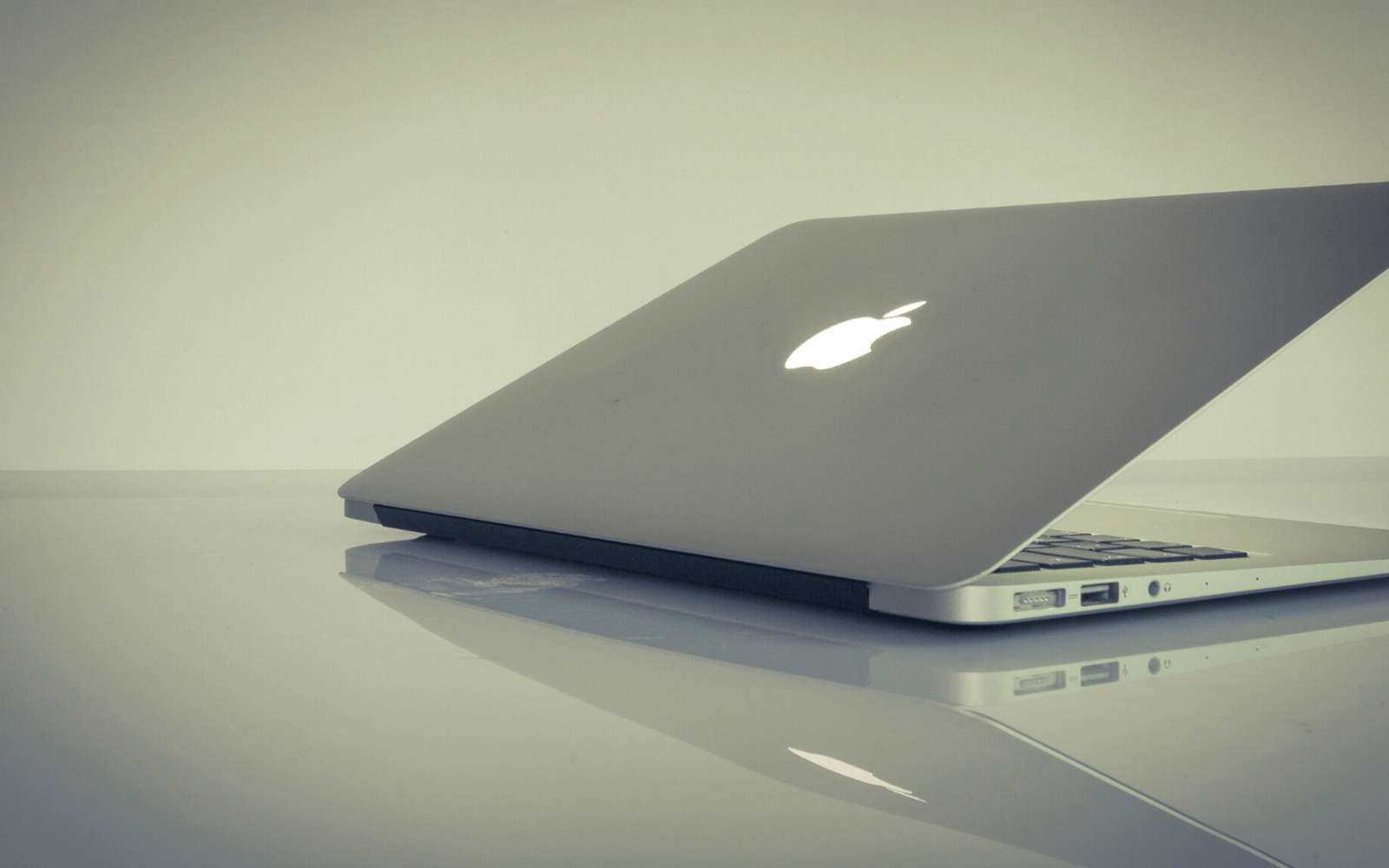 Le clavier rétractable permettrait de gagner en finesse. © Apple