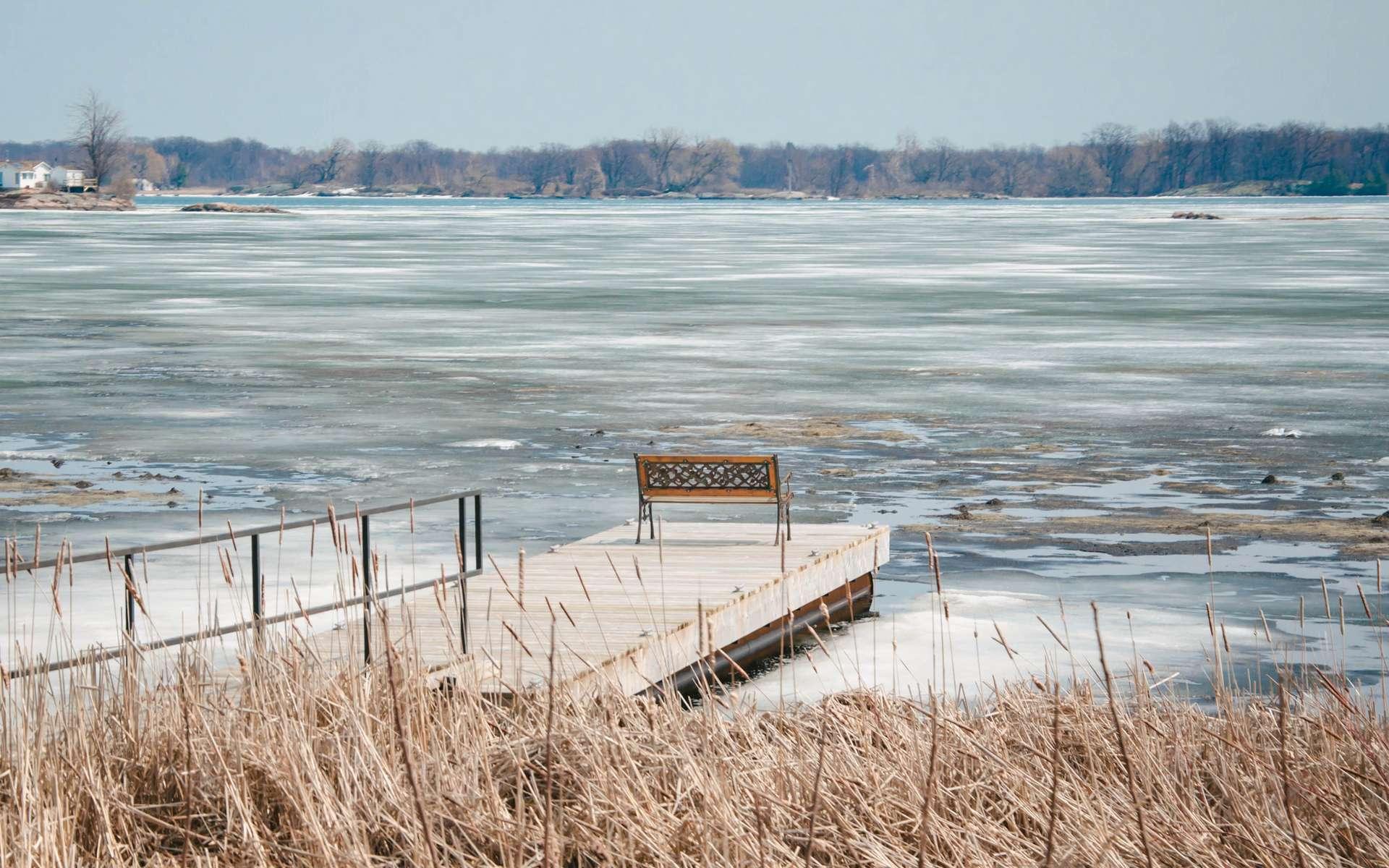 Les lacs qui arrêtent de geler en hiver : de lourdes conséquences écologiques et économiques. Lac gelé © Noxi, Flickr