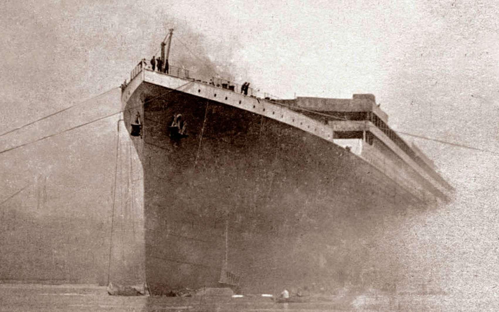 L'iceberg ne serait pas la seule cause du naufrage du Titanic. Ici, photographie du Titanic extraite du film Titanic : The New Evidence. © Channel 4
