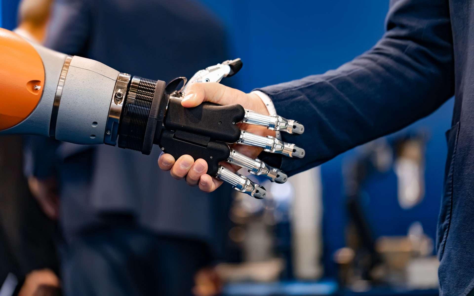 Une main robotique s'ouvre à celle d'un homme d'affaires ©cookelma