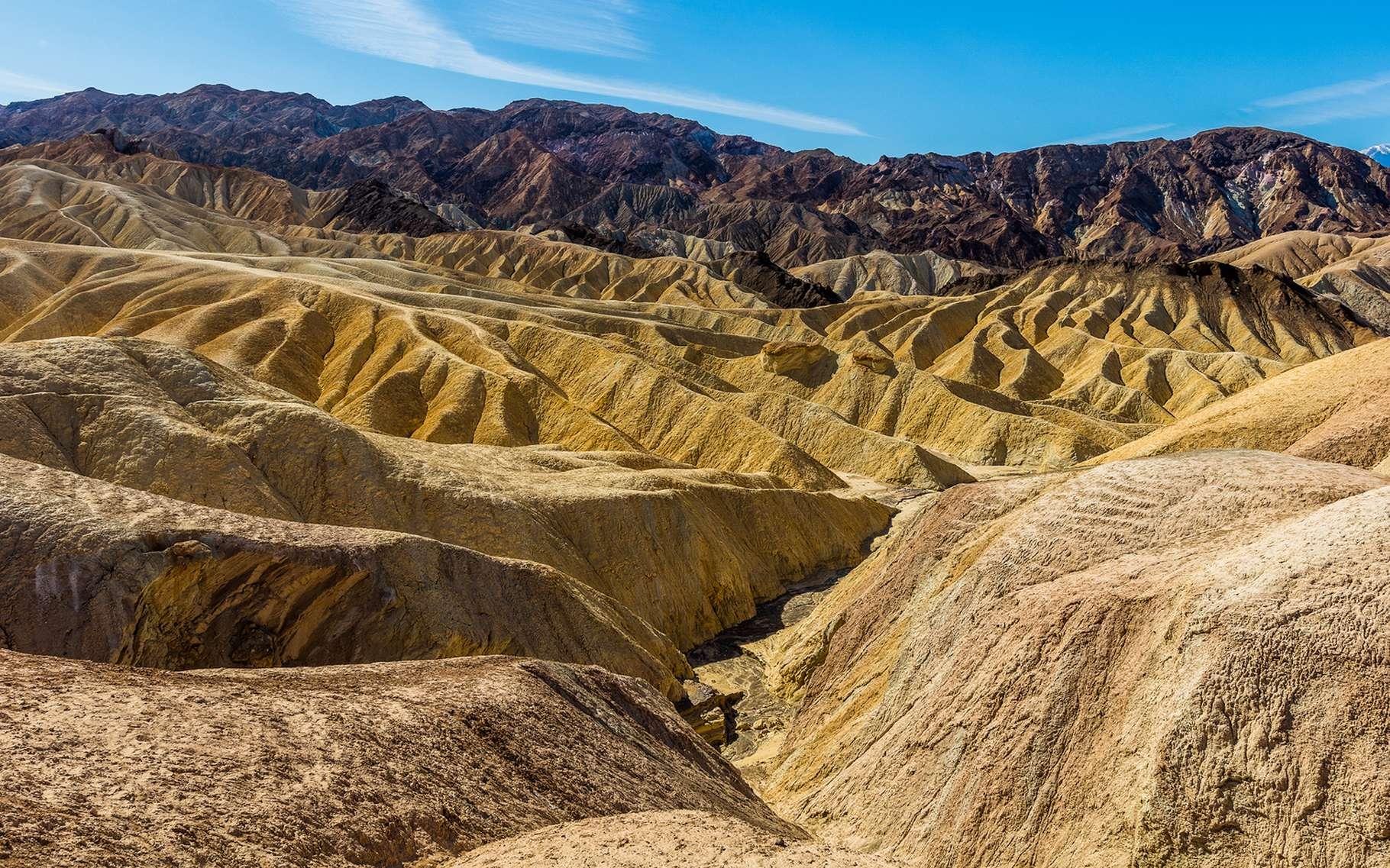 C'est à Furnace Creek, dans la Vallée de la Mort, en Californie, que fut mesurée une des températures les plus élevées au monde : 56,7 °C en juillet 1913. La sécheresse qui y règne et l'ensoleillement important en sont les principales causes. © Roman Khomlyak, shutterstock.com