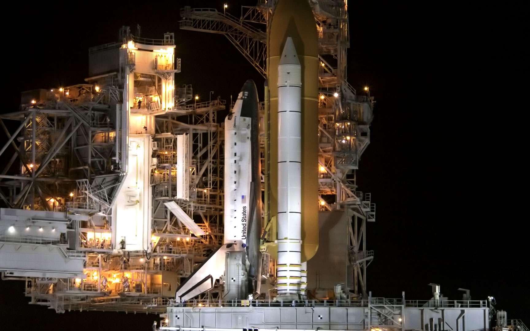 Columbia. La navette spatiale Columbia, de retour de son vol historique le 15 avril 1981, première mission d'une navette spatiale. Nasa.