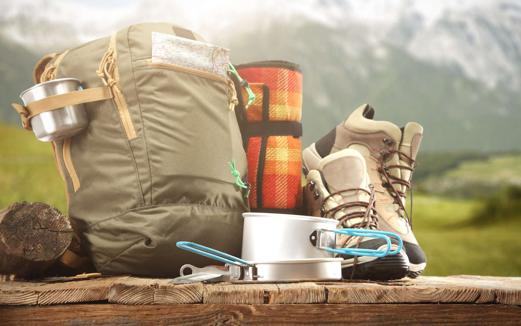 Partir pour une randonnée en montagne, ça ne s'improvise pas. Surtout si c'est pour plusieurs jours. Il faut alors prévoir l'équipement adapté. © magdal3na, Fotolia