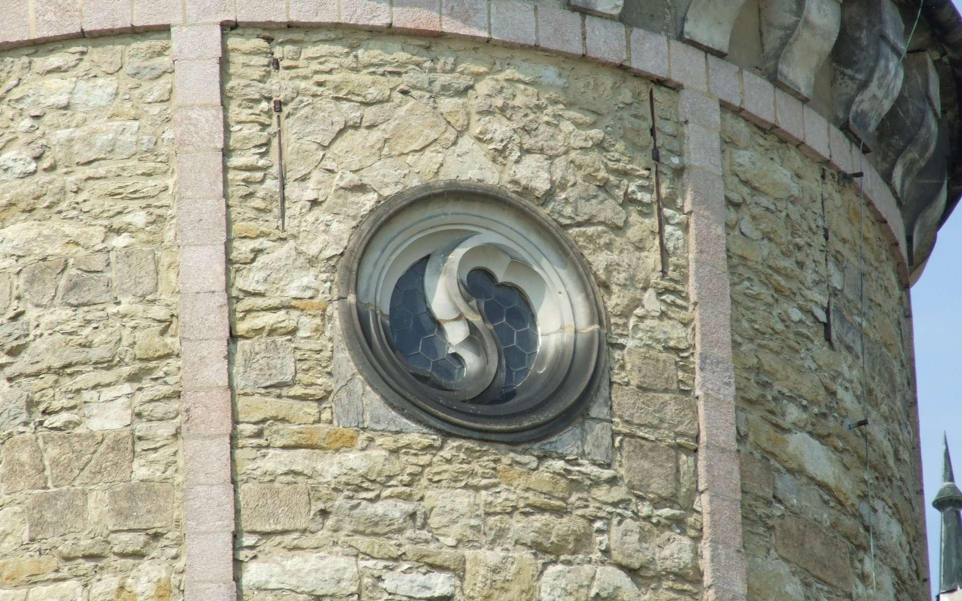 La mouchette est un motif architectural asymétrique présent dans les remplages. © Kozuch, CC BY-SA 3.0, Wikimedia Commons