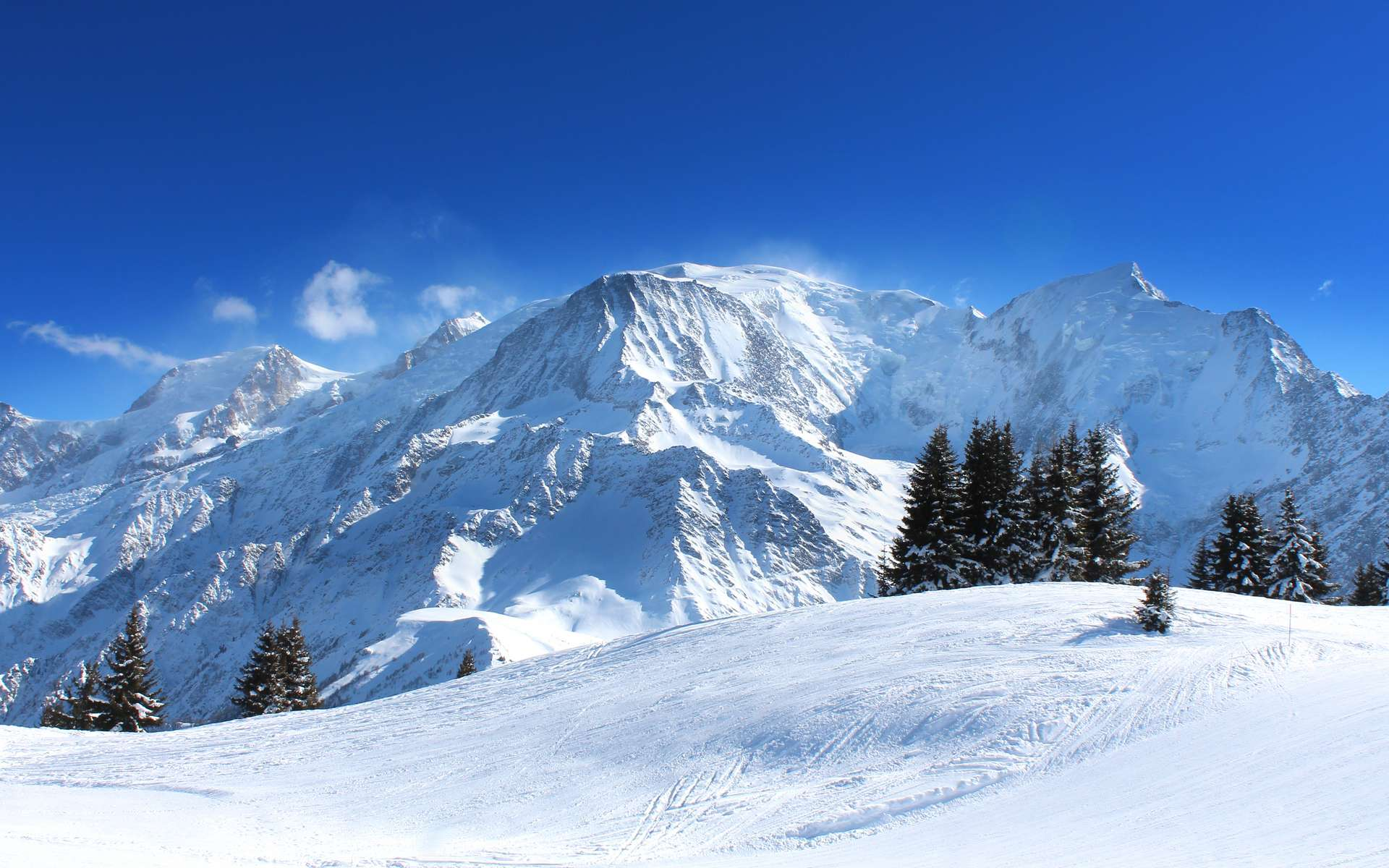 Selon les derniers relevés, le mont Blanc mesure désormais 4.807,81 mètres. © Brad Pict, Adobe Stock