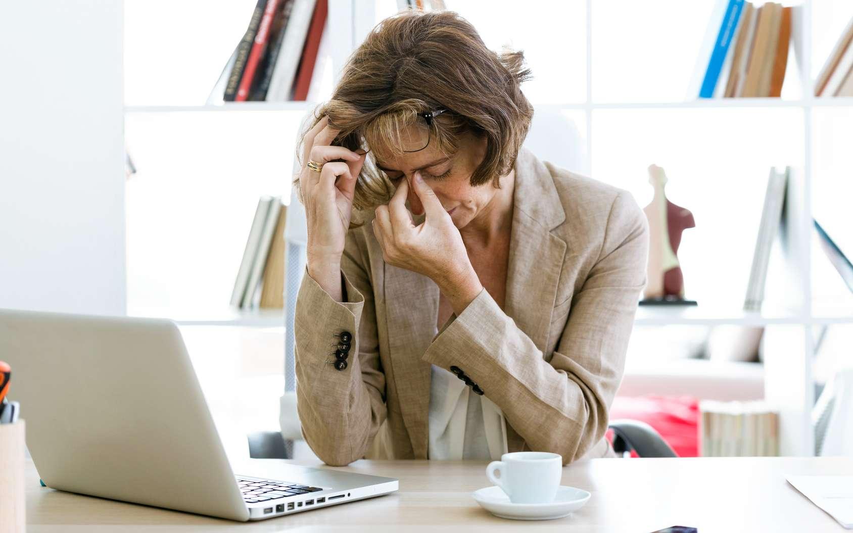 Si vous avez tendance à faire des migraines, ne buvez pas plus de deux tasses de café par jour. © nenetus, Fotolia