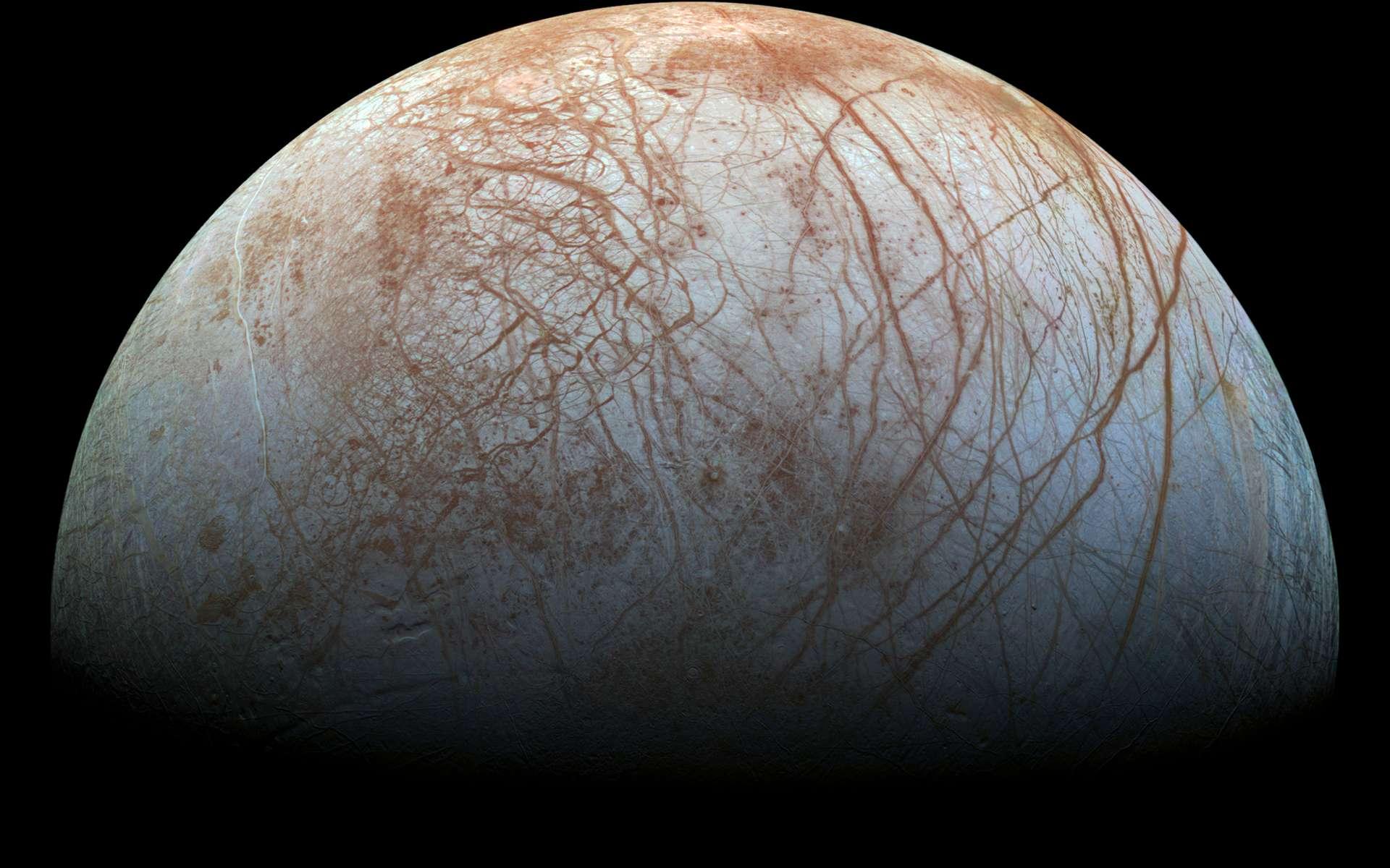 Europe, satellite de Jupiter, posséderait un océan sous sa surface gelée. Un monde potentiellement habitable dans le Système solaire. © Nasa, JPL-Caltech