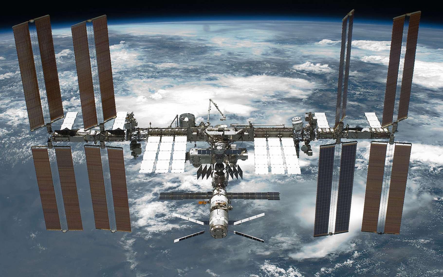 La Station spatiale internationale (ISS) accueille entre trois et six terriens de différentes nationalités sur des périodes variables. © Nasa