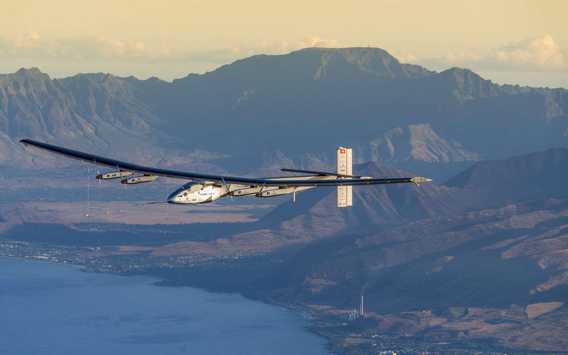 L'avion solaire SI2 en vol au-dessus d'Hawaï le 27 mars 2016, pour un vol d'essai. © Solar Impulse, Revillard