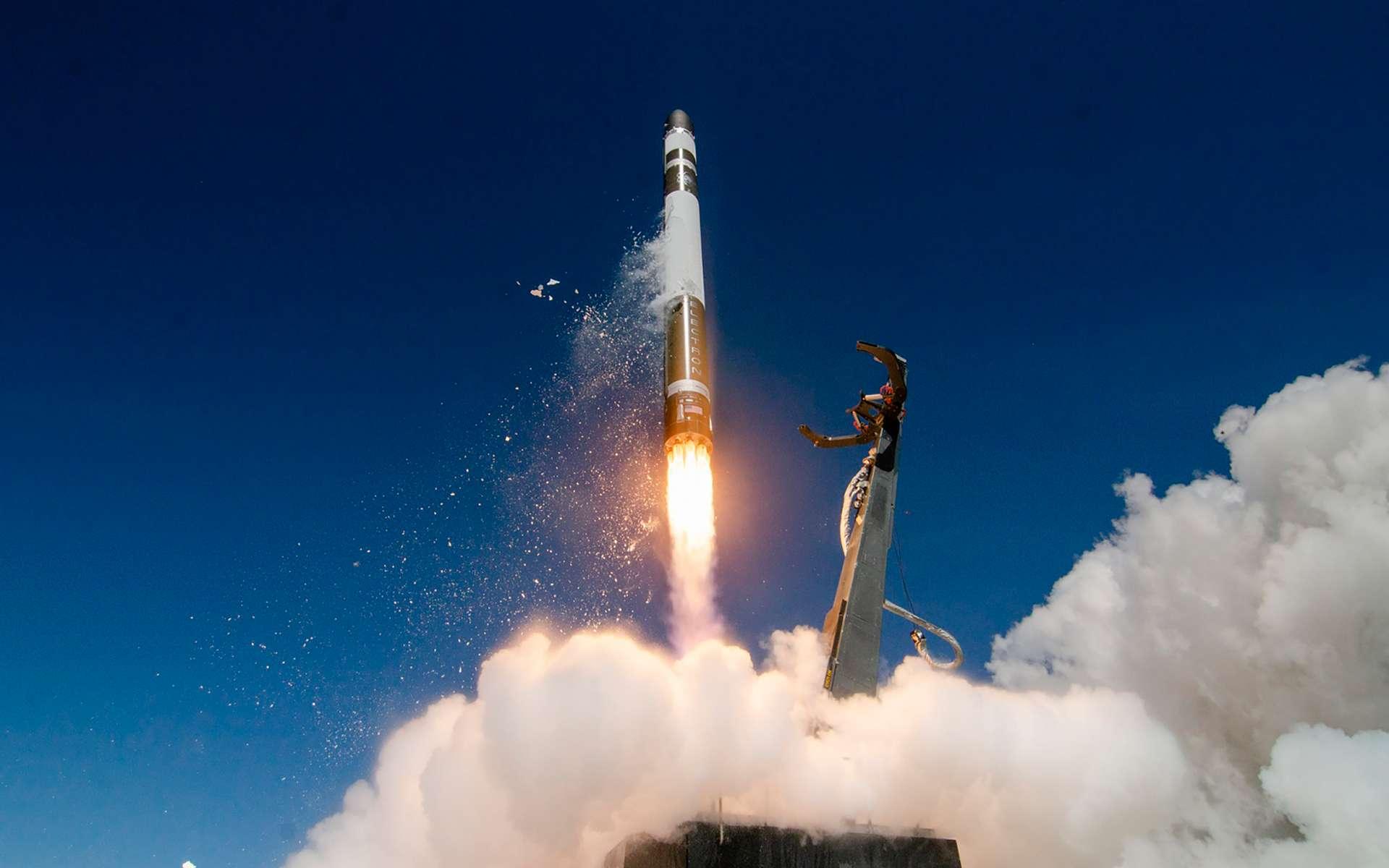 Un lanceur Electron au décollage depuis la base de lancement de Rocket Lab, située dans la péninsule Mahia, en Nouvelle-Zélande. © Simon Moffatt, Sam Toms