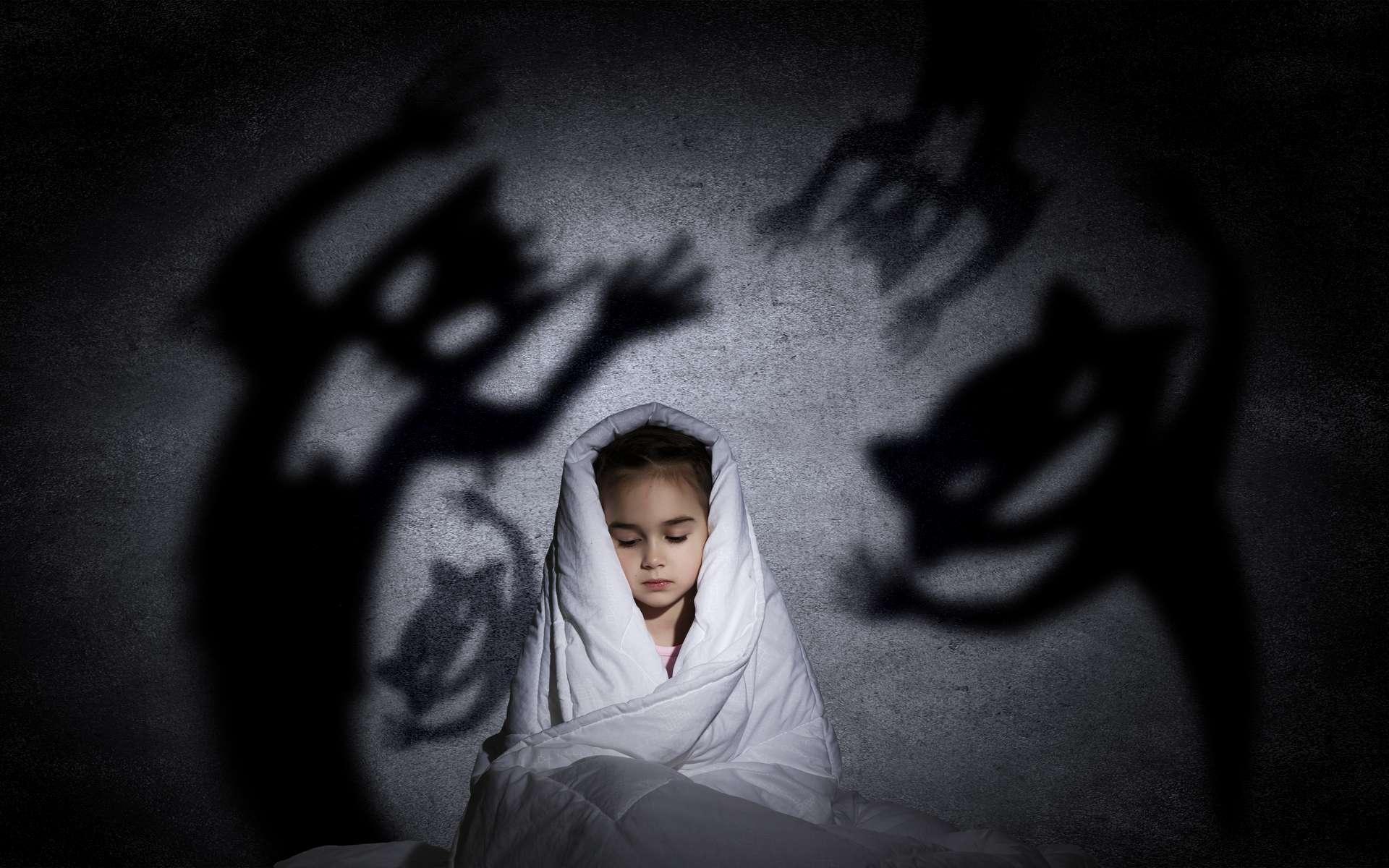 Les cauchemars seraient un mode d'entraînement pour le cerveau, lui permettant de mieux réagir une fois réveillé. © Sergey Nivens, Adobe Stock